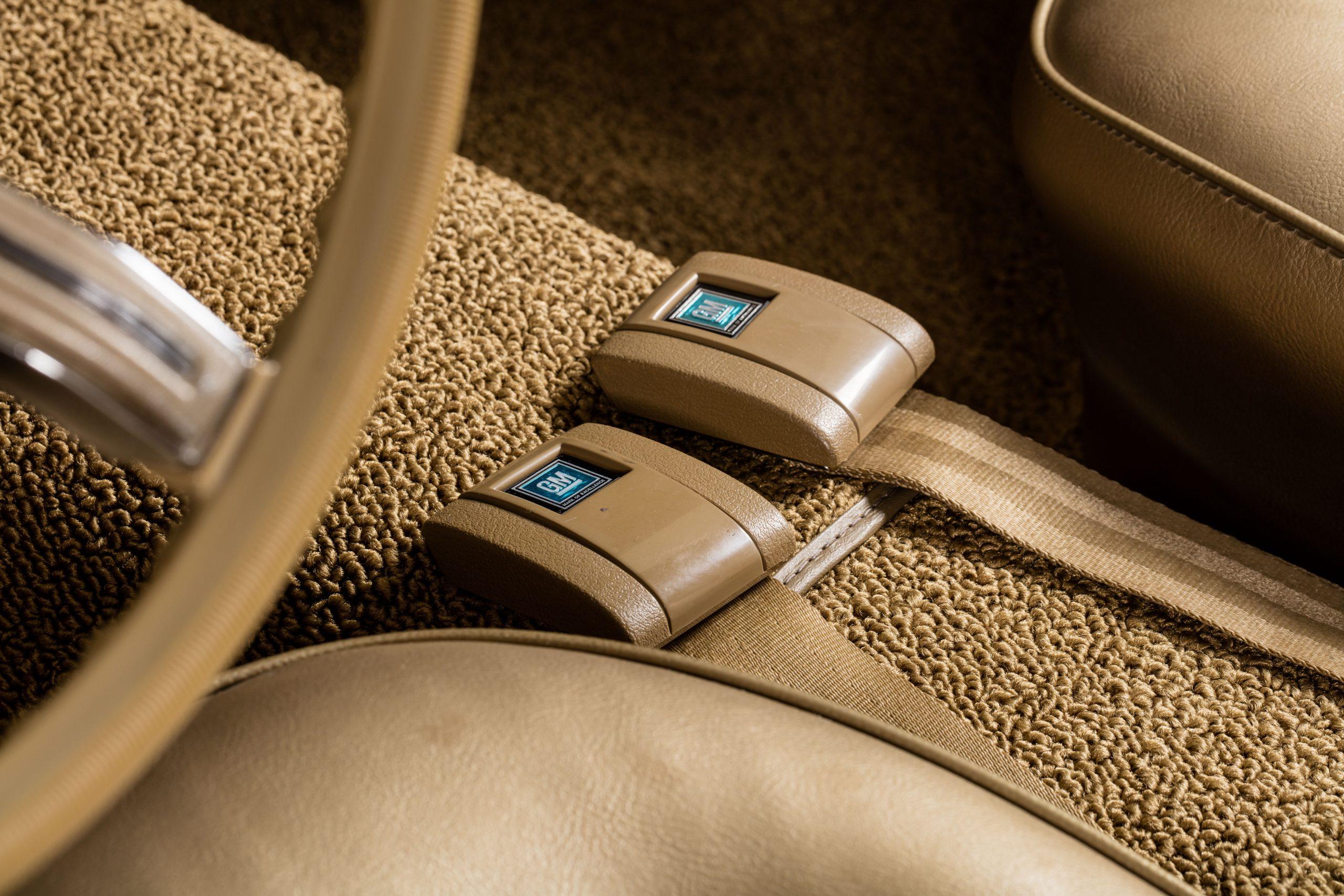 HVA - Chevrolet Camaro N100001 - Closeup seatbelts
