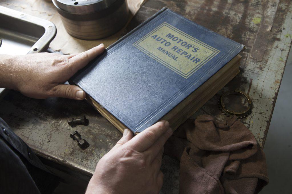 Hands Opening Motors Auto Repair Manual Book