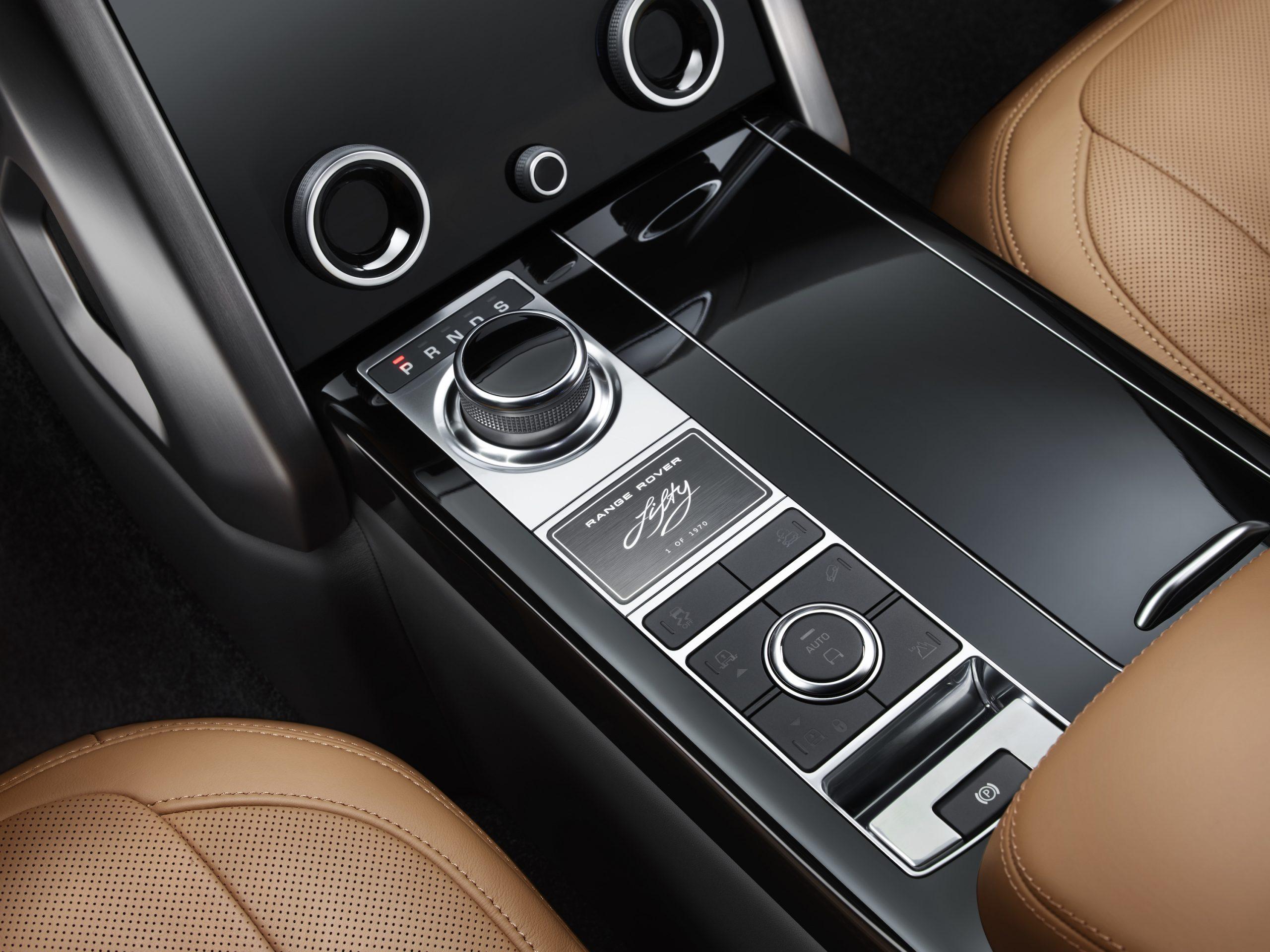 2021 Range Rover Console