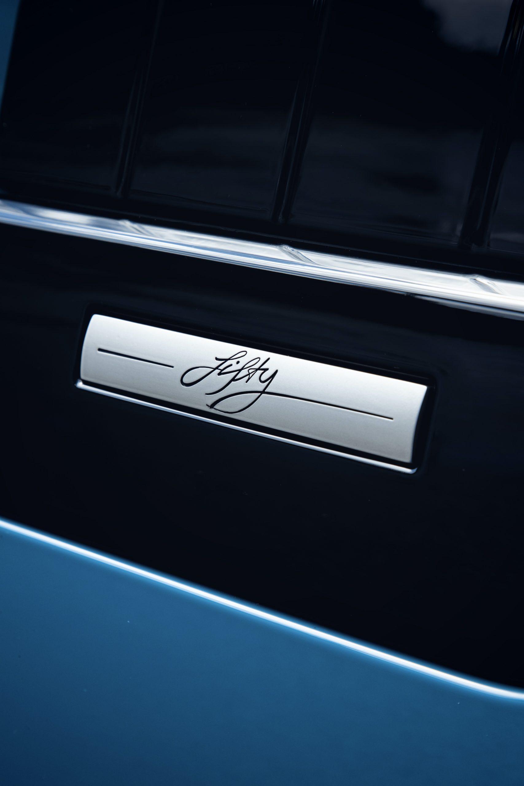 2021 Range Rover Badge Close