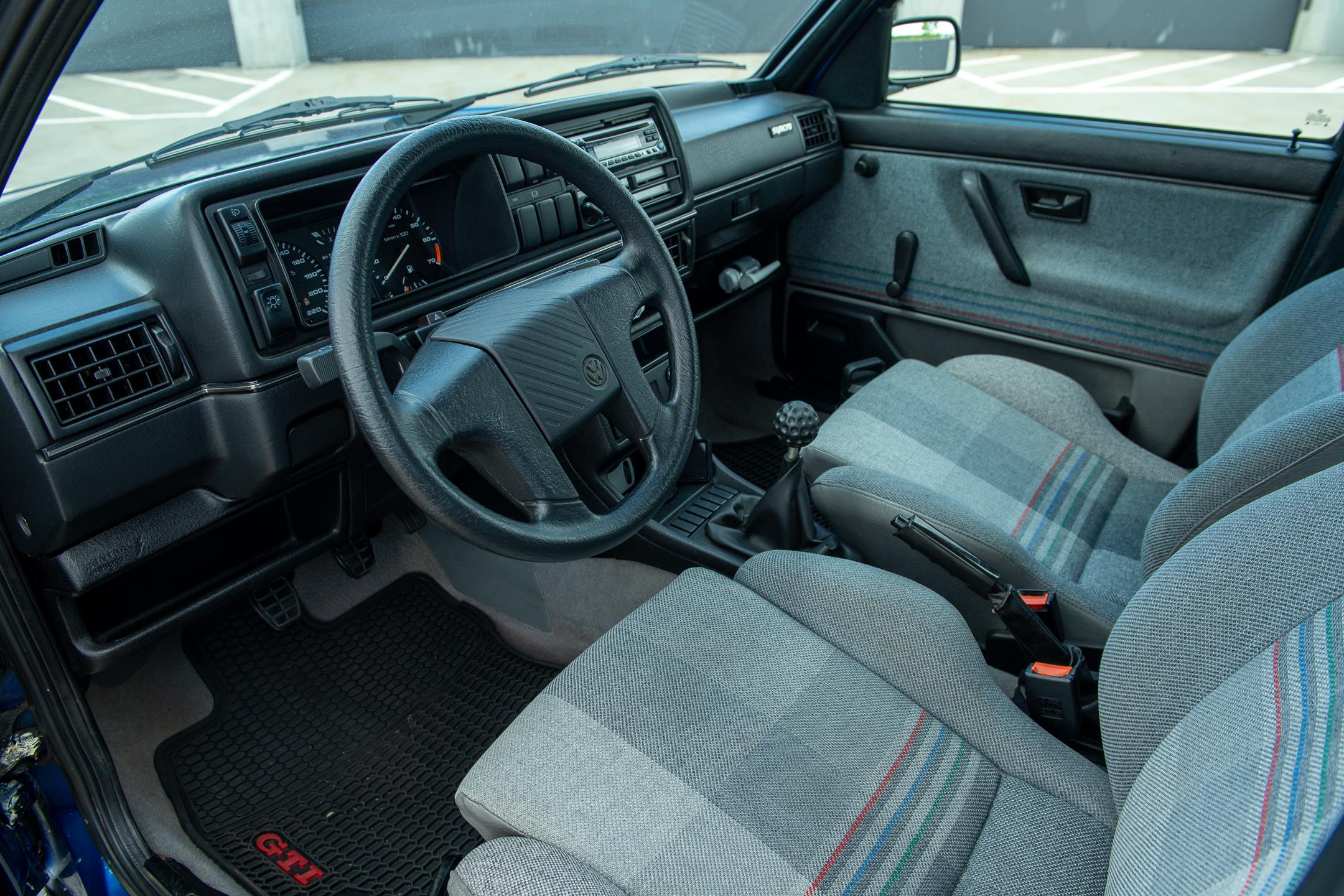 Volkswagen Golf Country interior wheel and dash