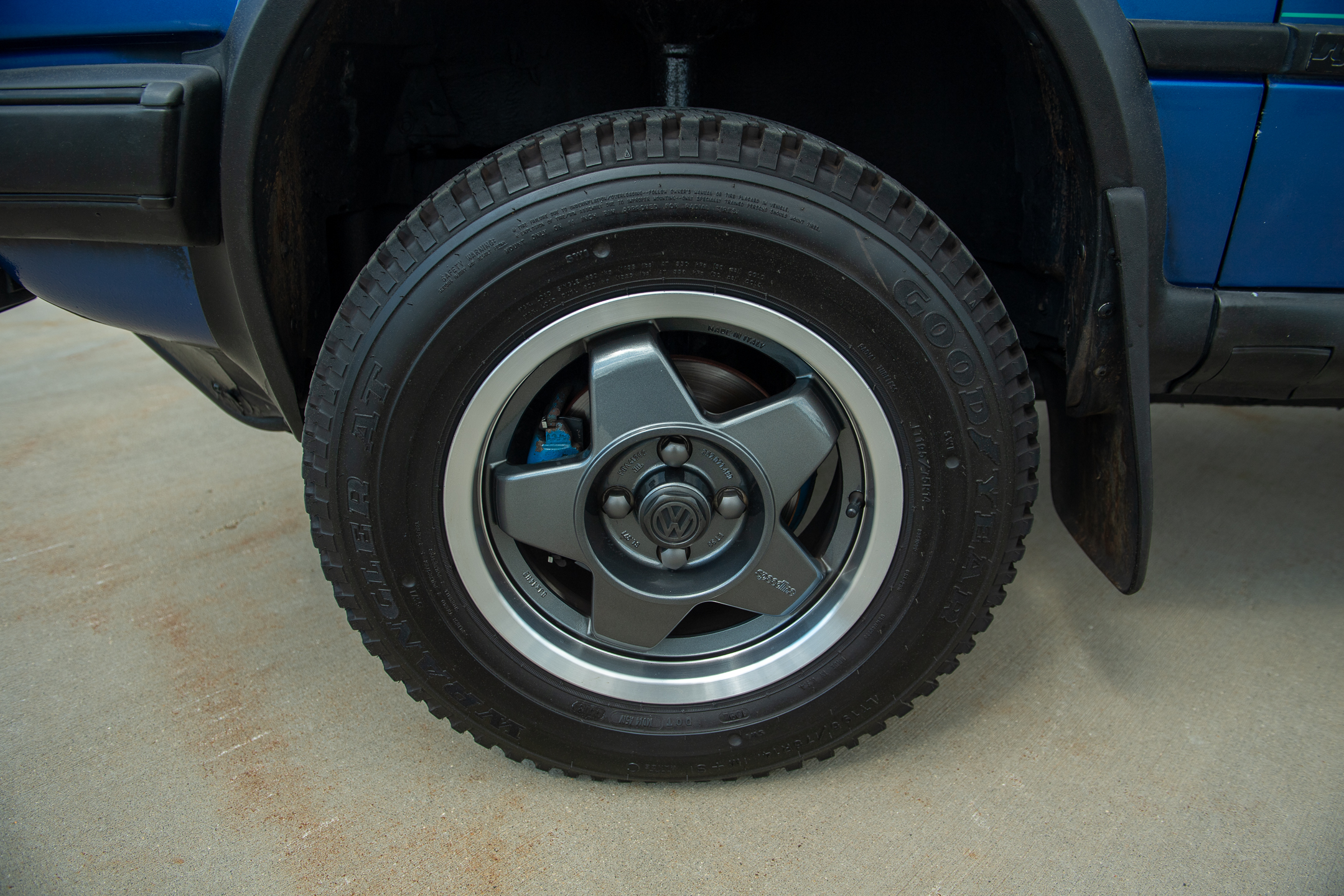Volkswagen Golf Country wheel and tire