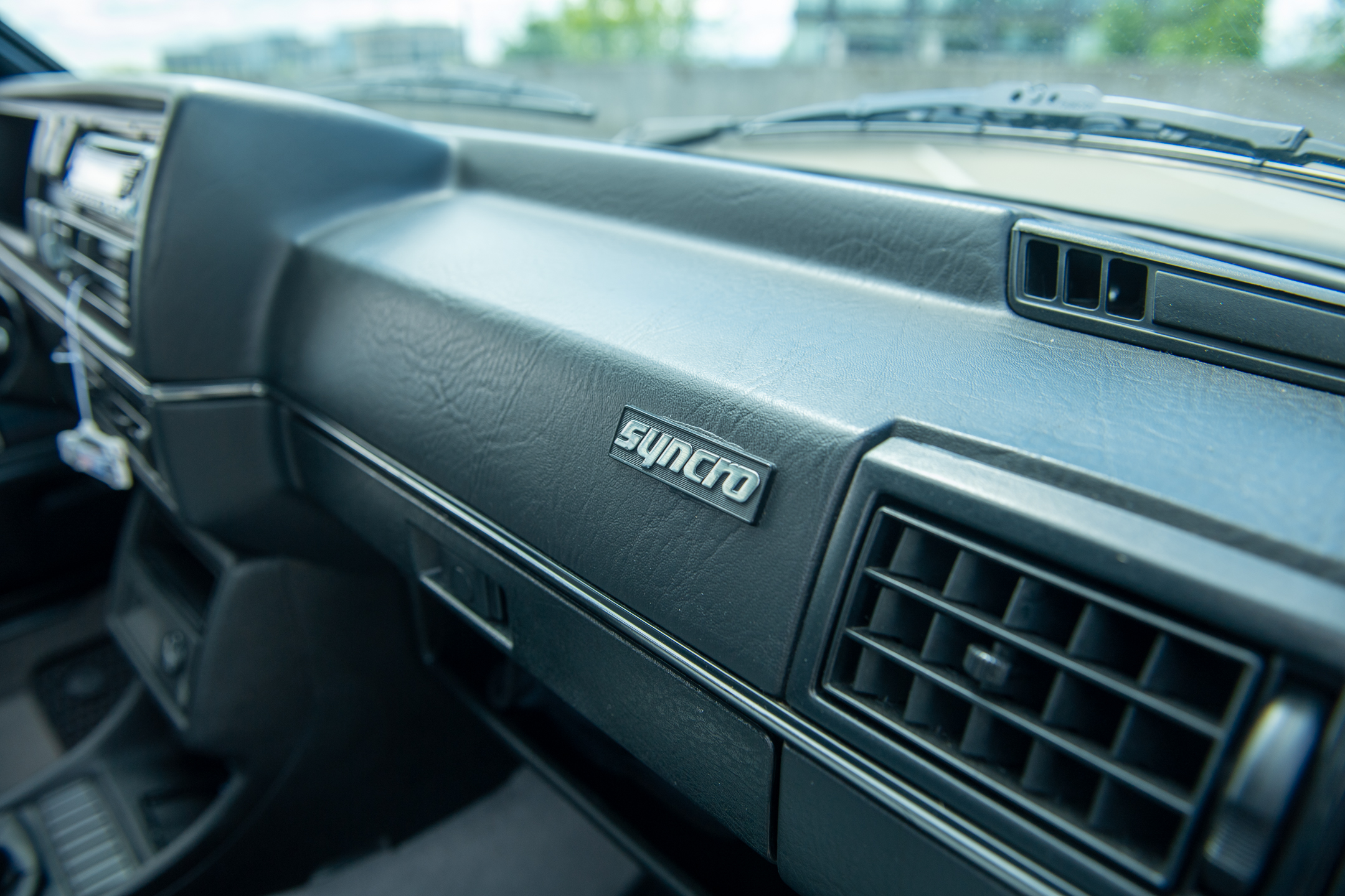 Volkswagen Golf Country synchro dashboard badge