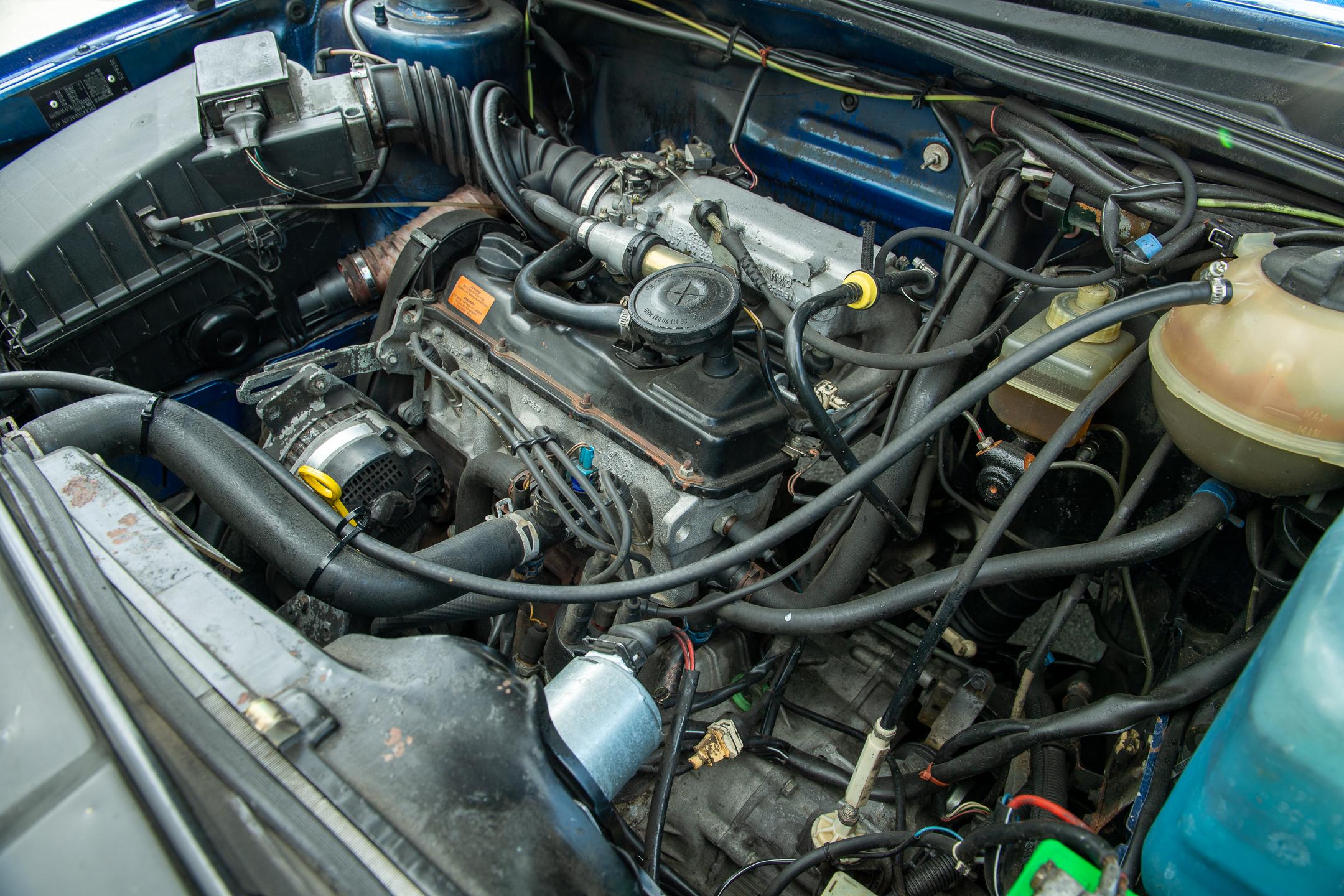 Volkswagen Golf Country engine