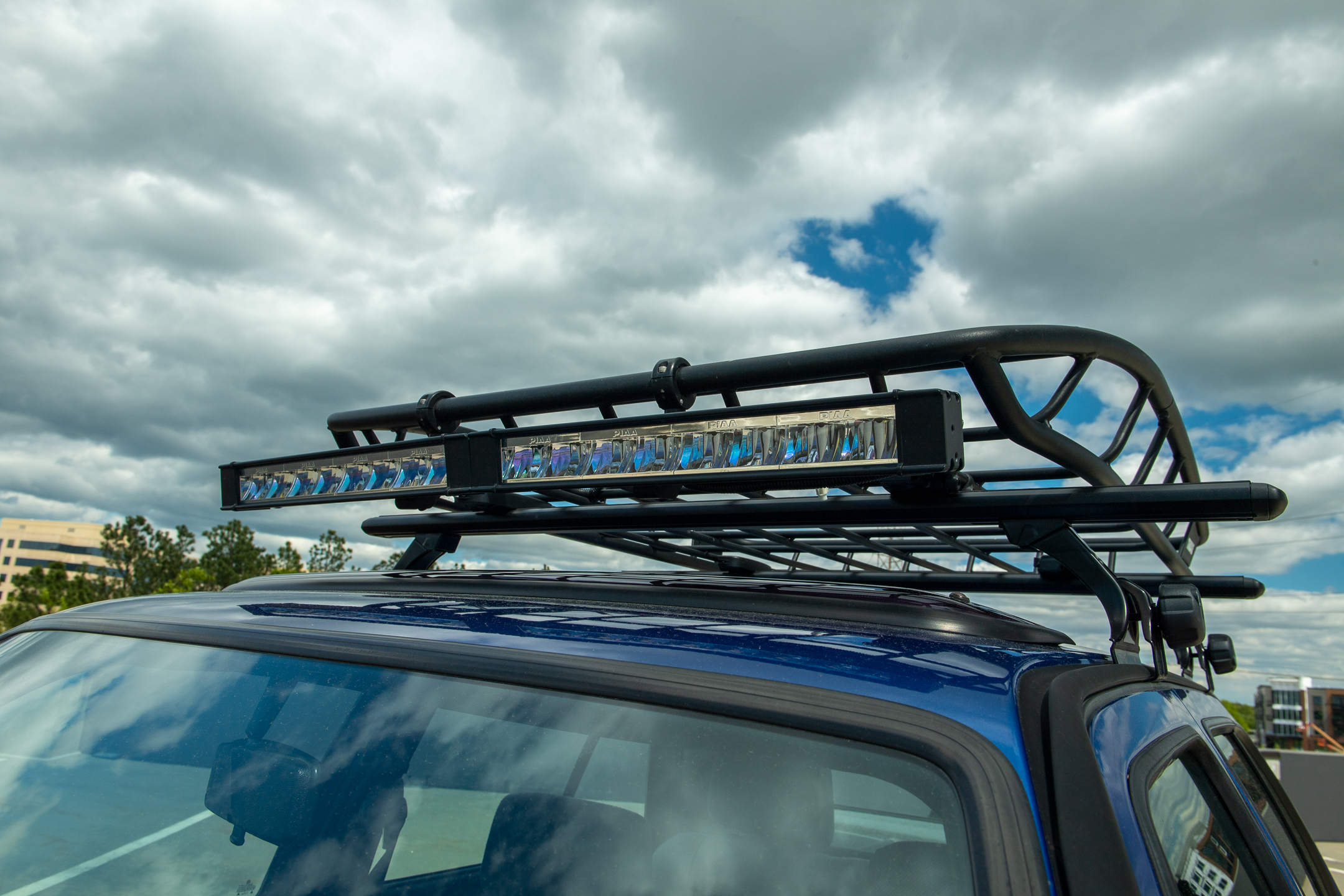 Volkswagen Golf Country roof rack and light