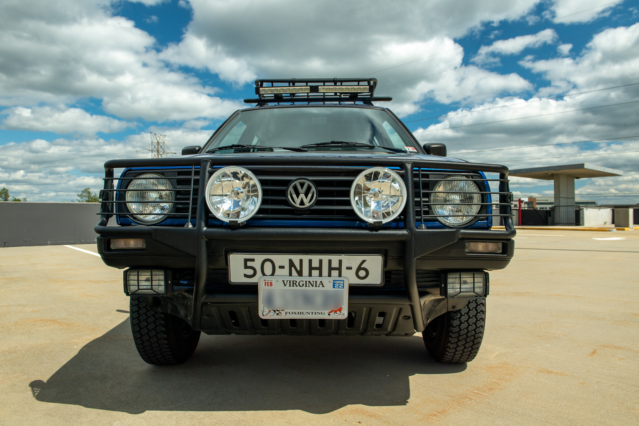 Volkswagen Golf Country front bumper and lights