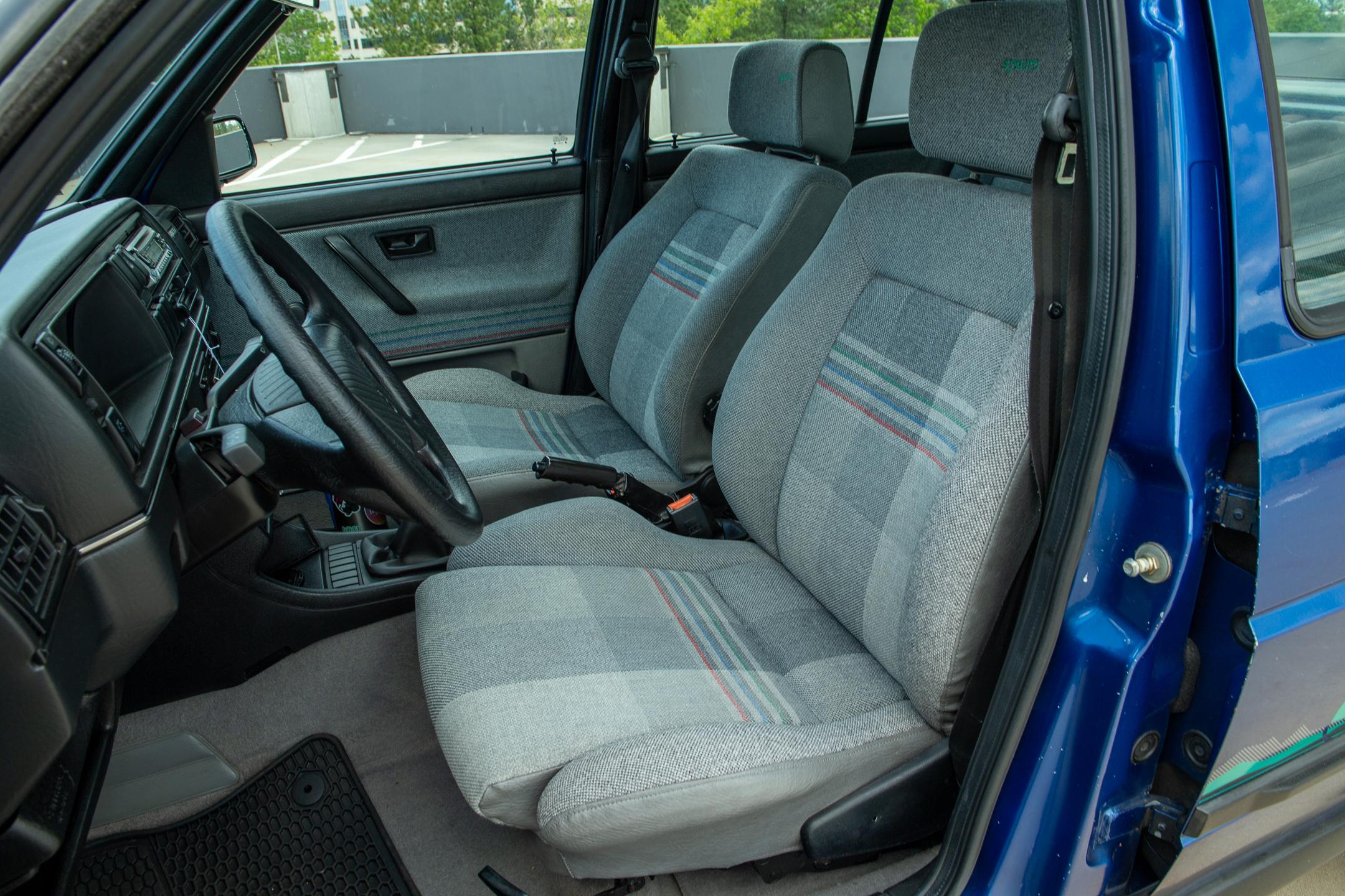 Volkswagen Golf Country interior seats