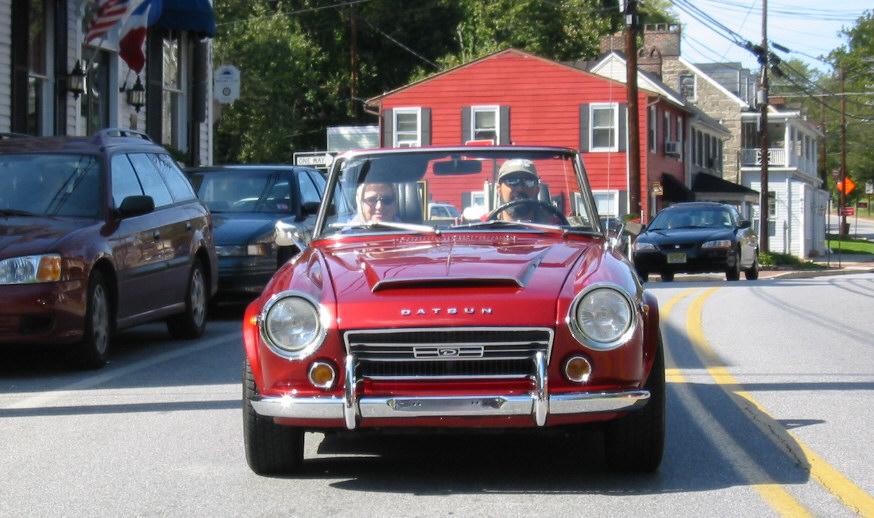 Datsun 1600 city driving