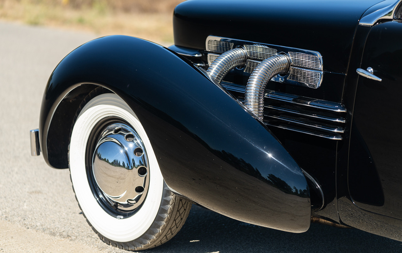 1937 Cord 812 S/C Phaeton exhaust whitewall tire
