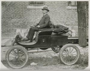 1902 Oldsmobile Curved Dash in period photo - Albert A. Albrecht