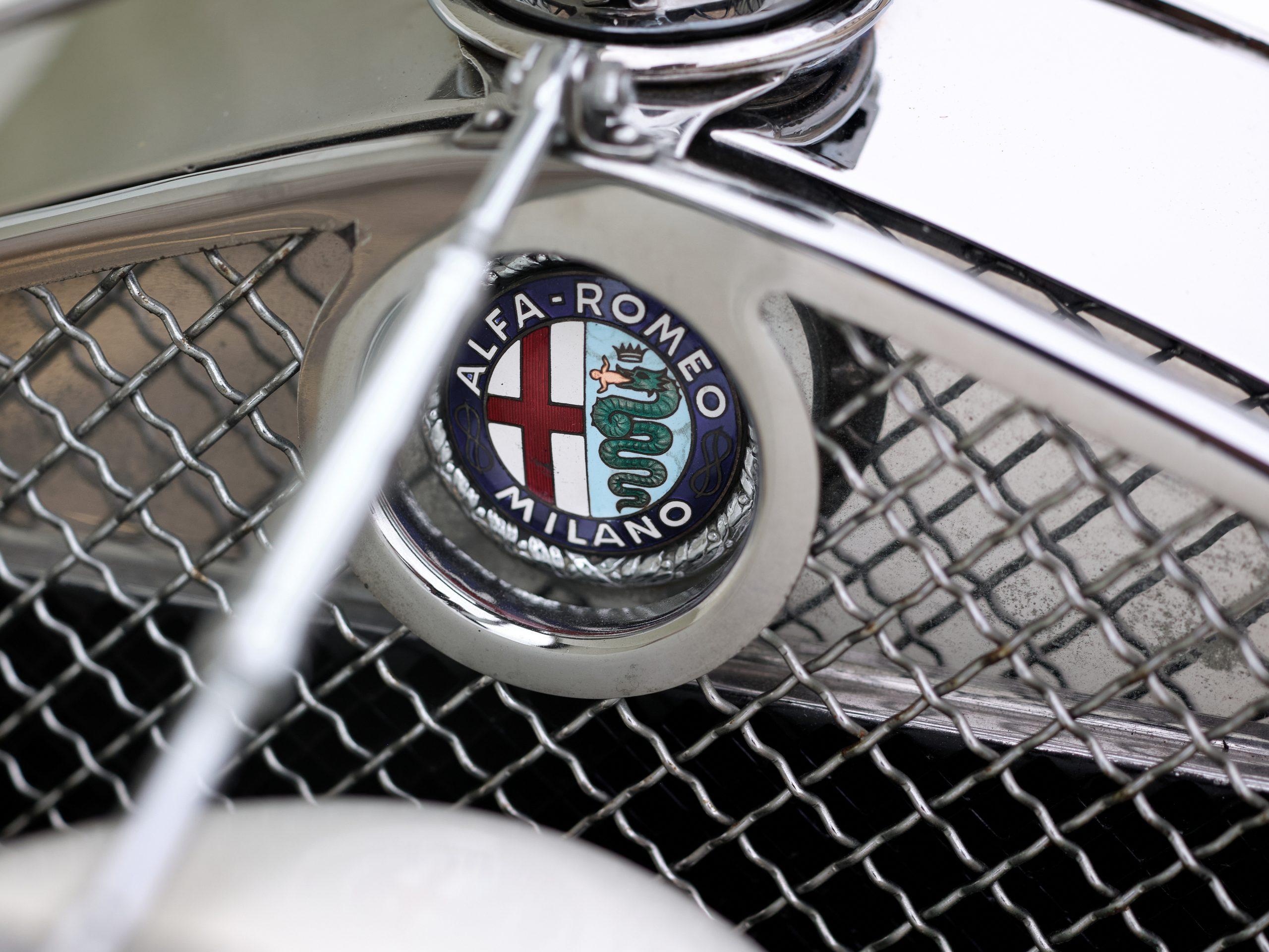 1930 Alfa Romeo 6C 1750 Grand Sport Spider by Zagato hood logo
