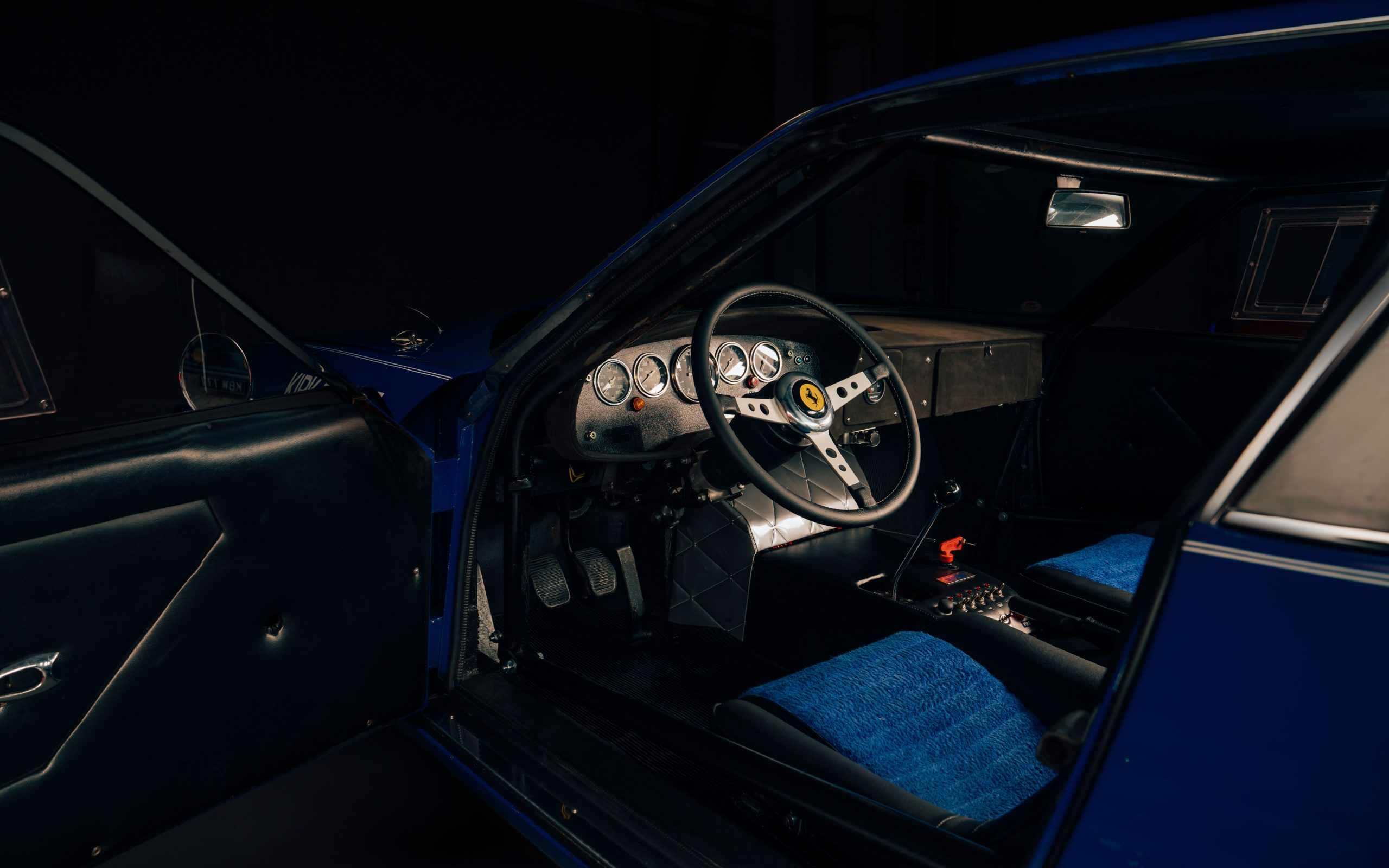 Ferrari 365 GTB:4 Daytona interior cockpit