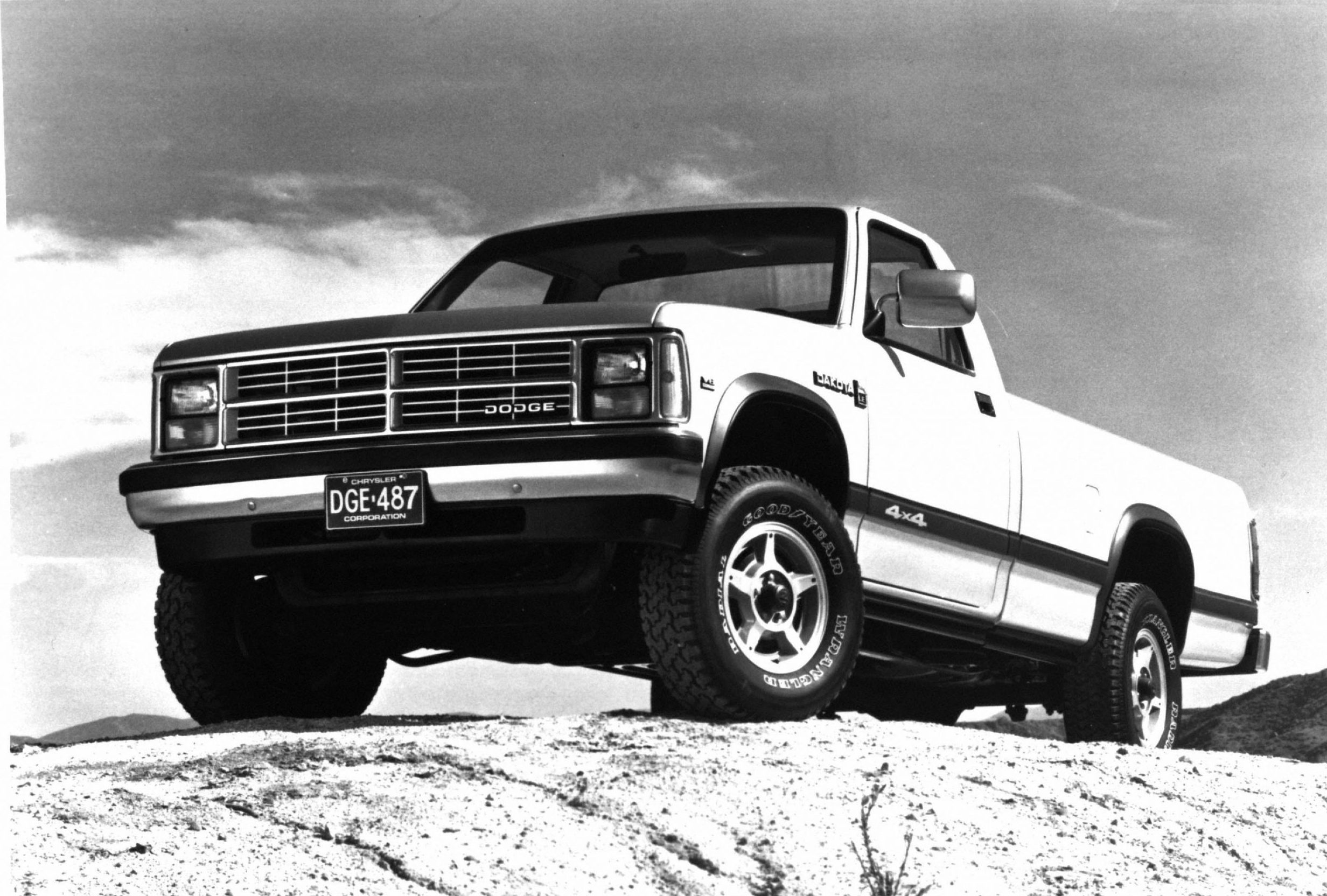 1987 Dodge Dakota LE front three-quarter