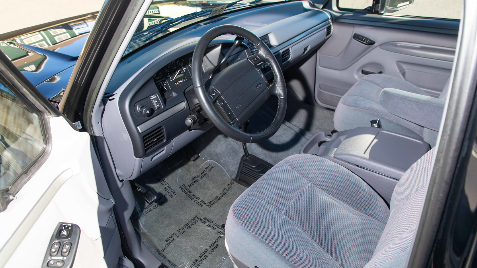 1995 Ford Bronco XLT Interior