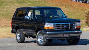 1995 Ford Bronco XLT Front Three-Quarter