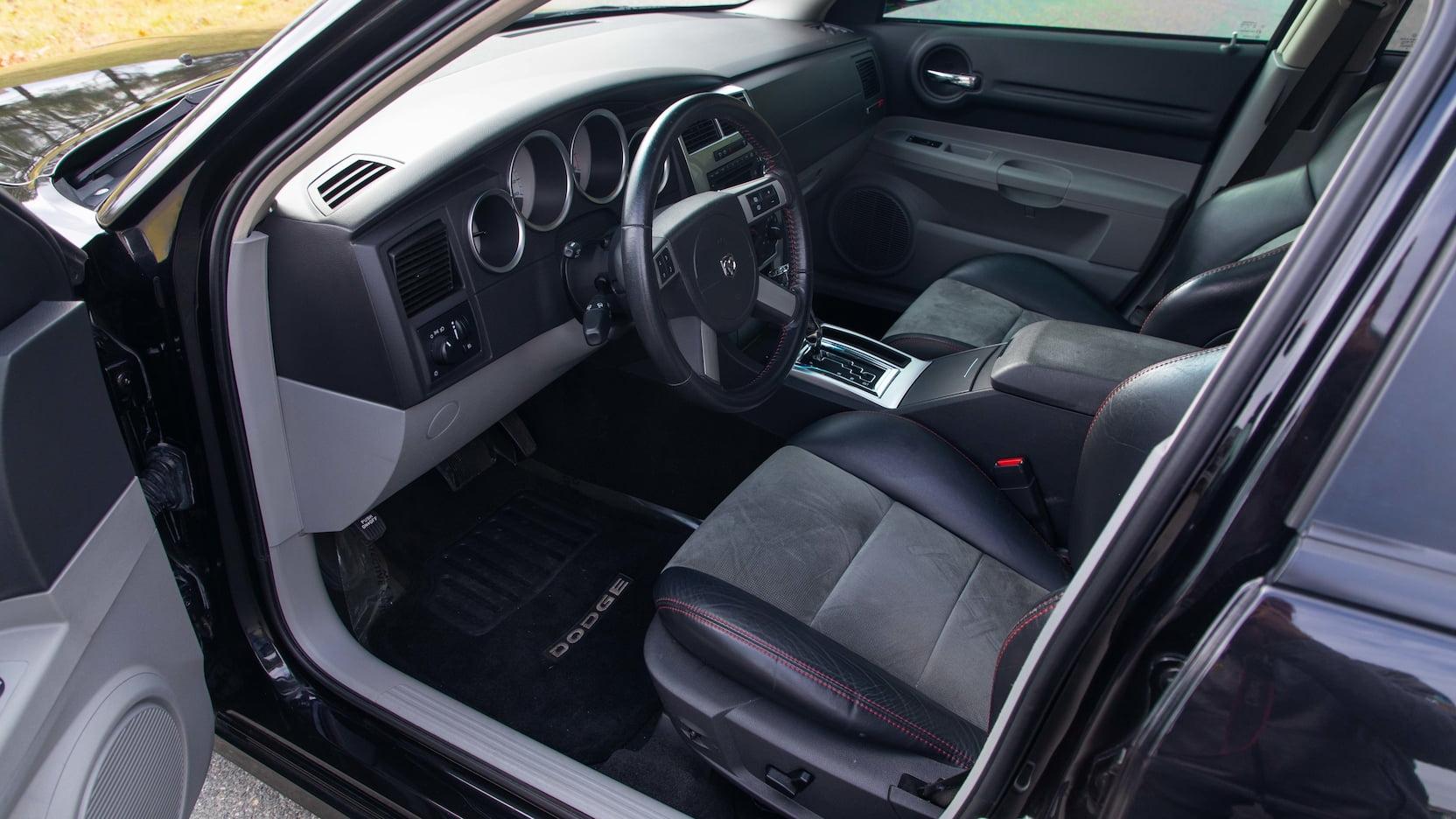 2007 Dodge Magnum SRT8 Interior