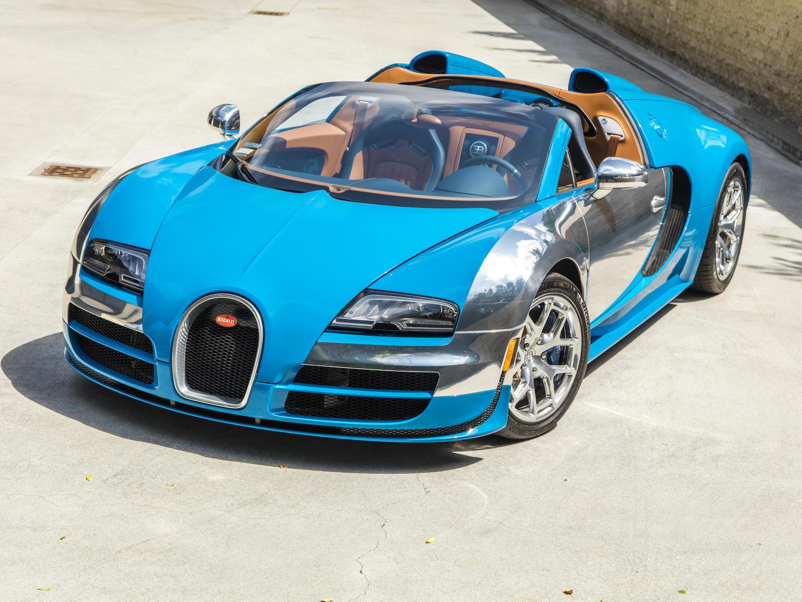 Bugatti Veyron front three-quarter