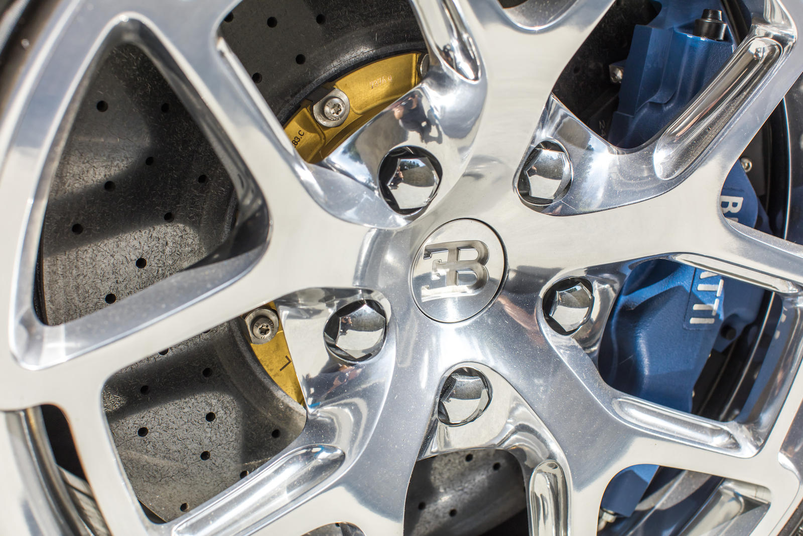 Bugatti Veyron wheel brake detail