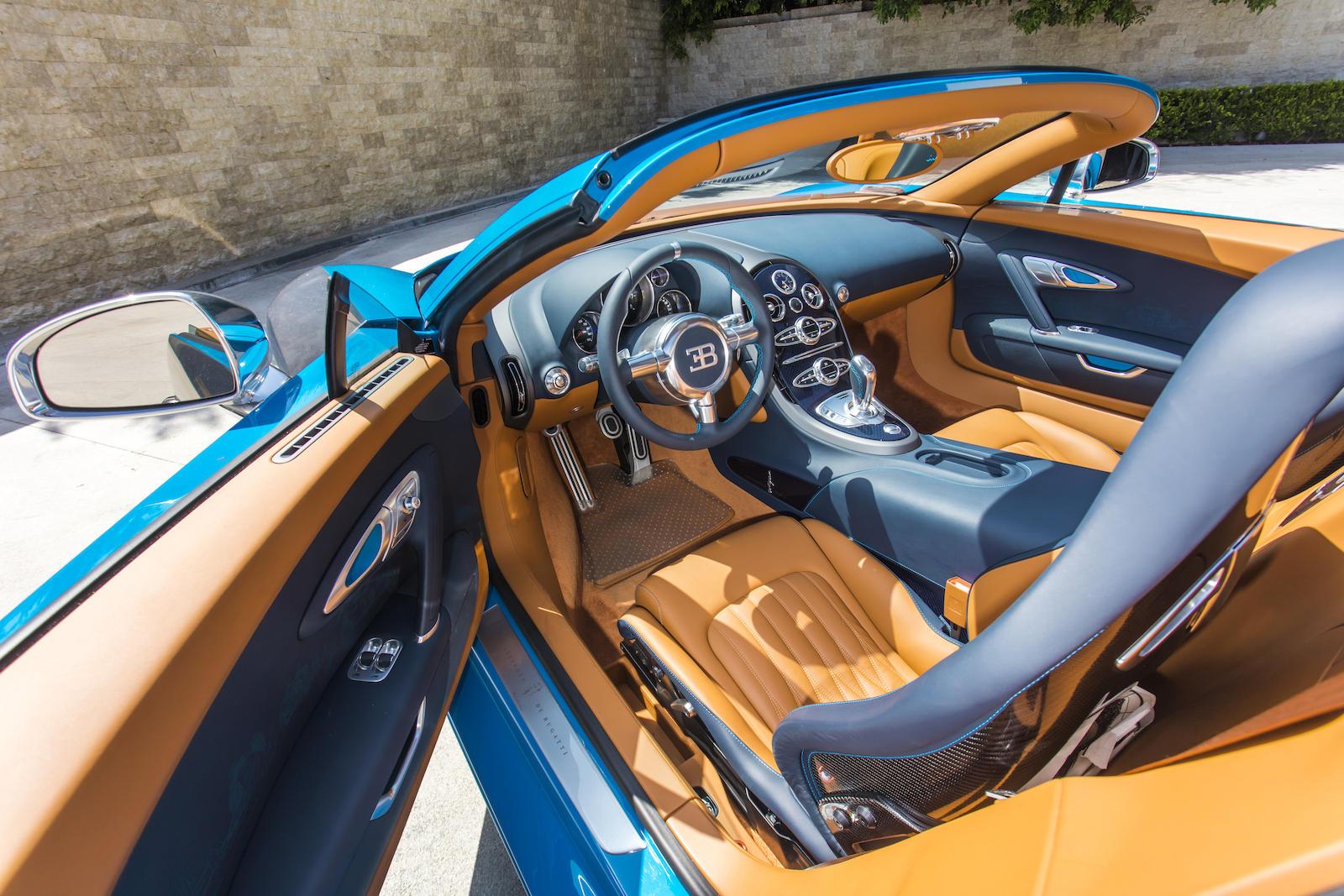 Bugatti Veyron interior top down