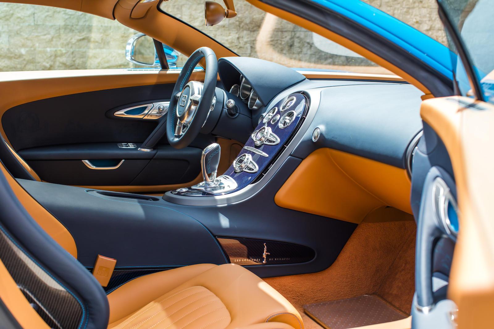Bugatti Veyron interior front
