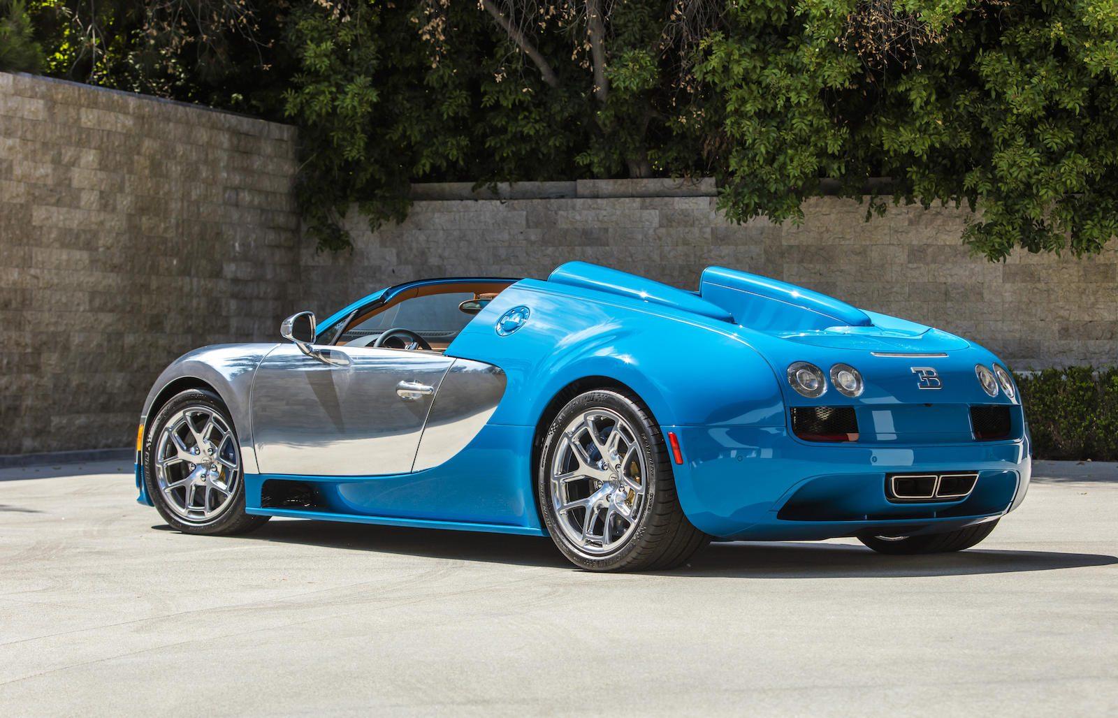 Bugatti Veyron rear three-quarter