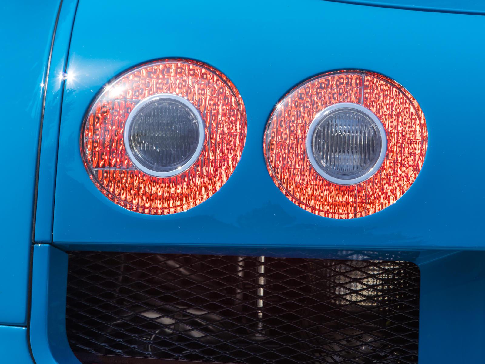 Bugatti Veyron taillight