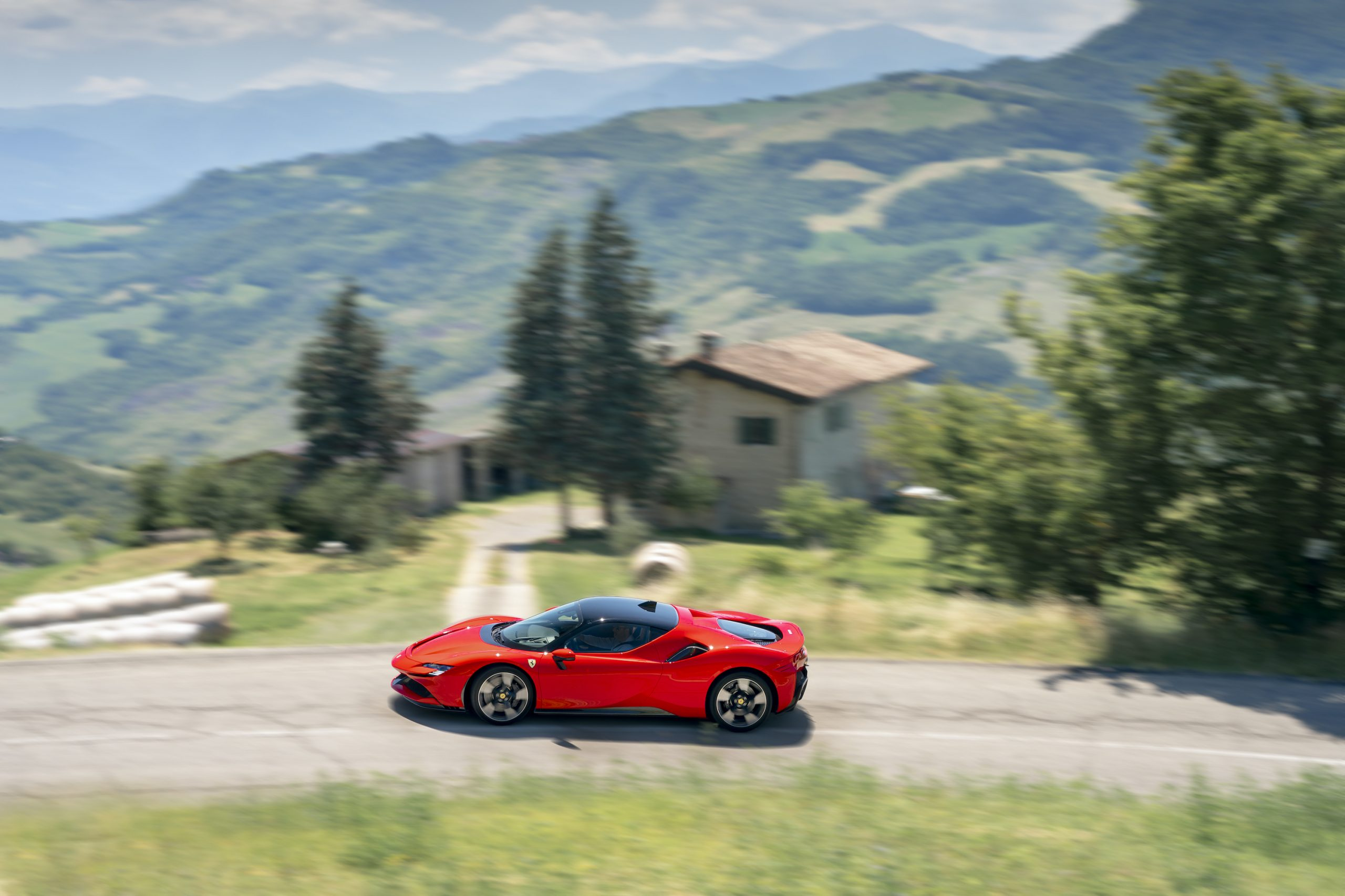 SF90 Stradale side profile hills action