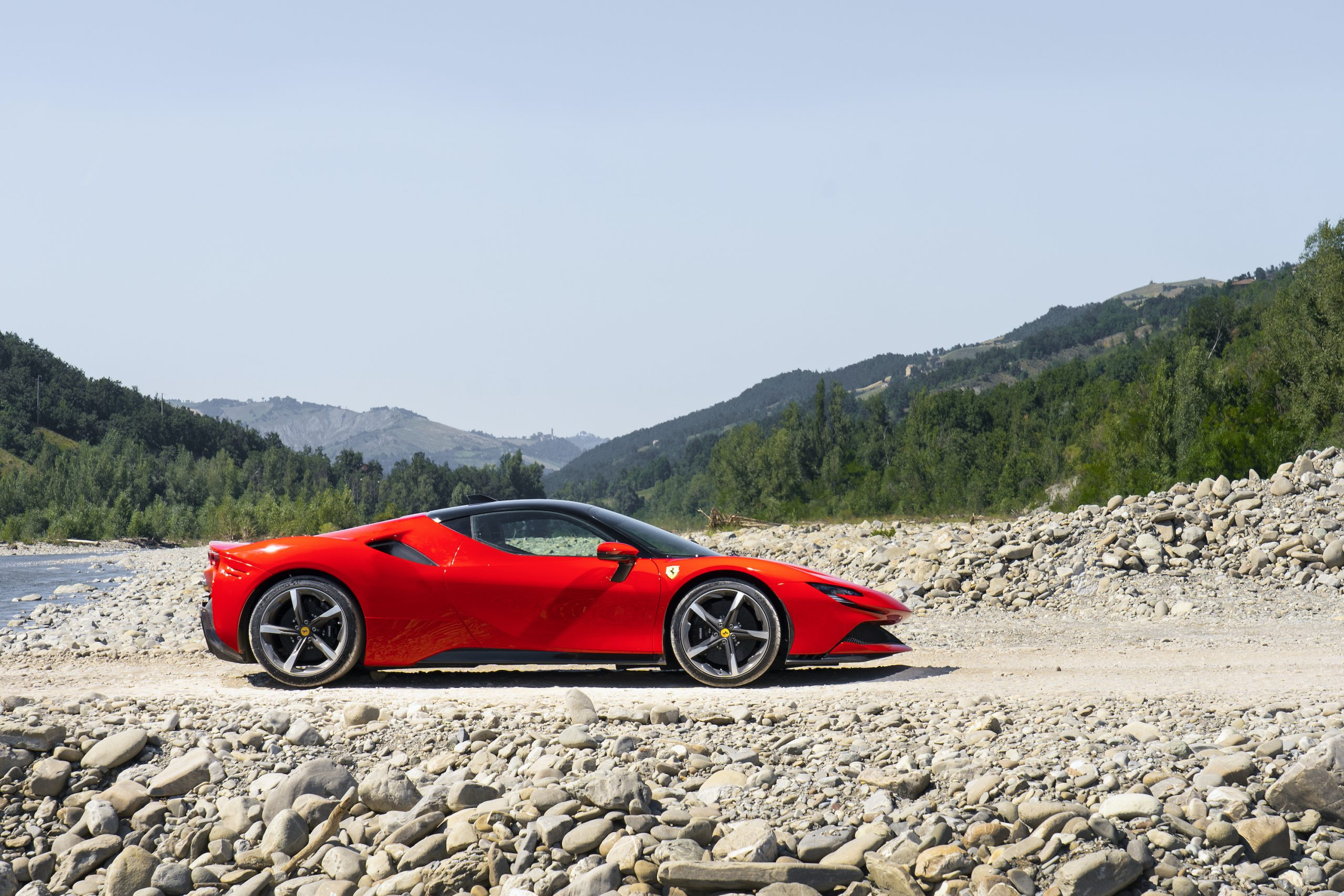 SF90 Stradale riverbed side profile