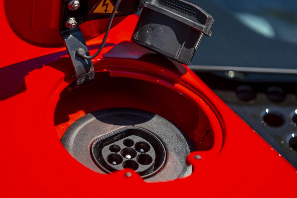 SF90 Stradale electric plug port