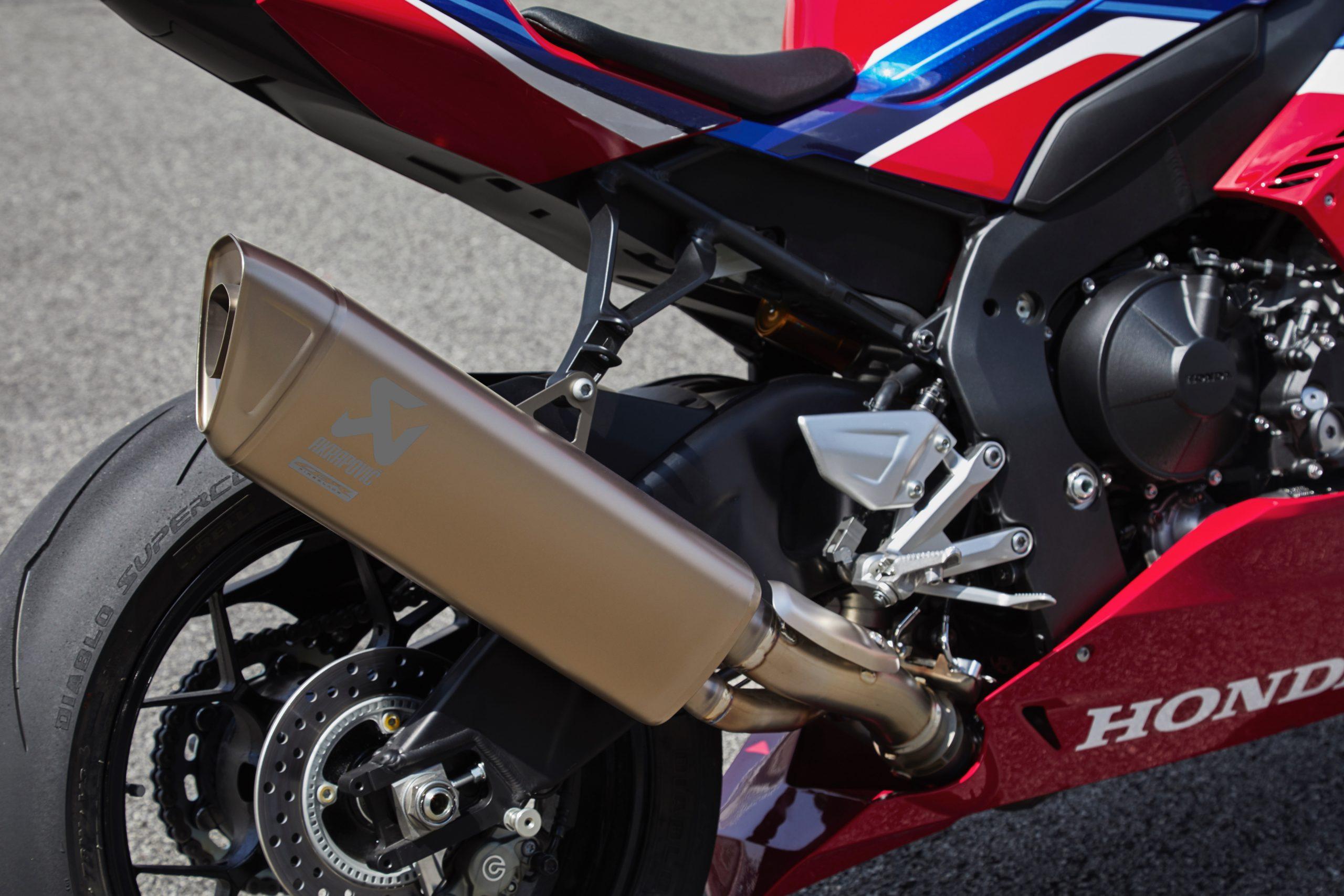 21 Honda CBR1000RR-R Fireblade SP exhaust
