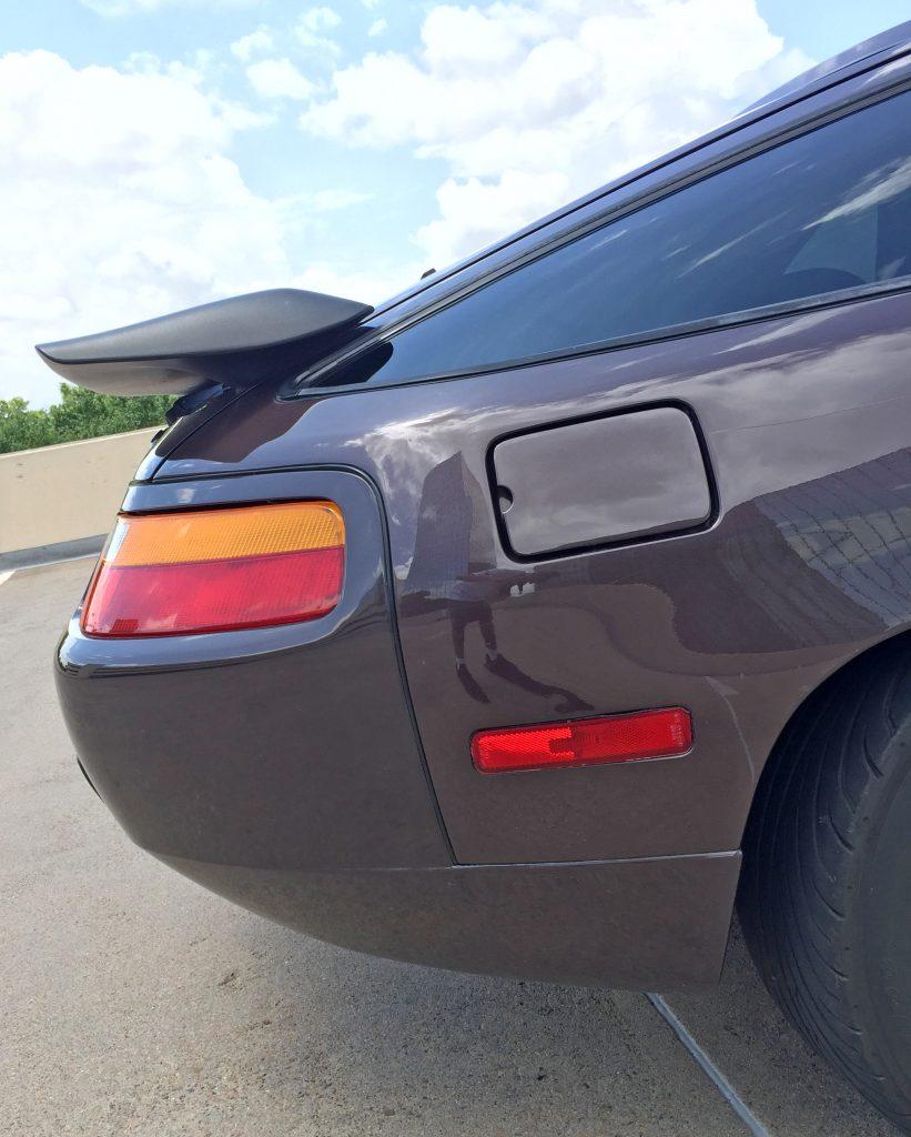 Porsche 928 S4 side