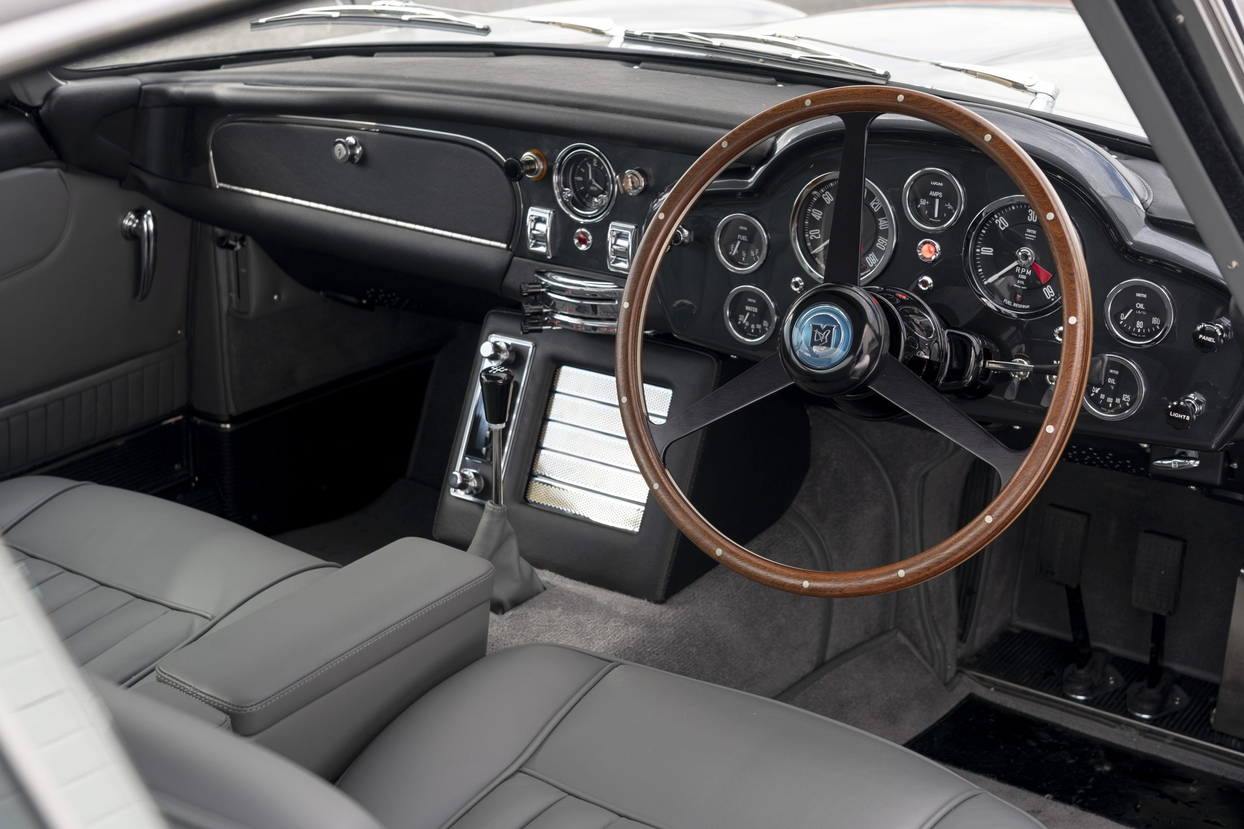 Aston Martin DB5 Goldfinger Continuation_32