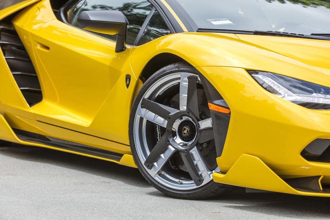 Lamborghini_Centenario_ThreeQuarter_Zoom