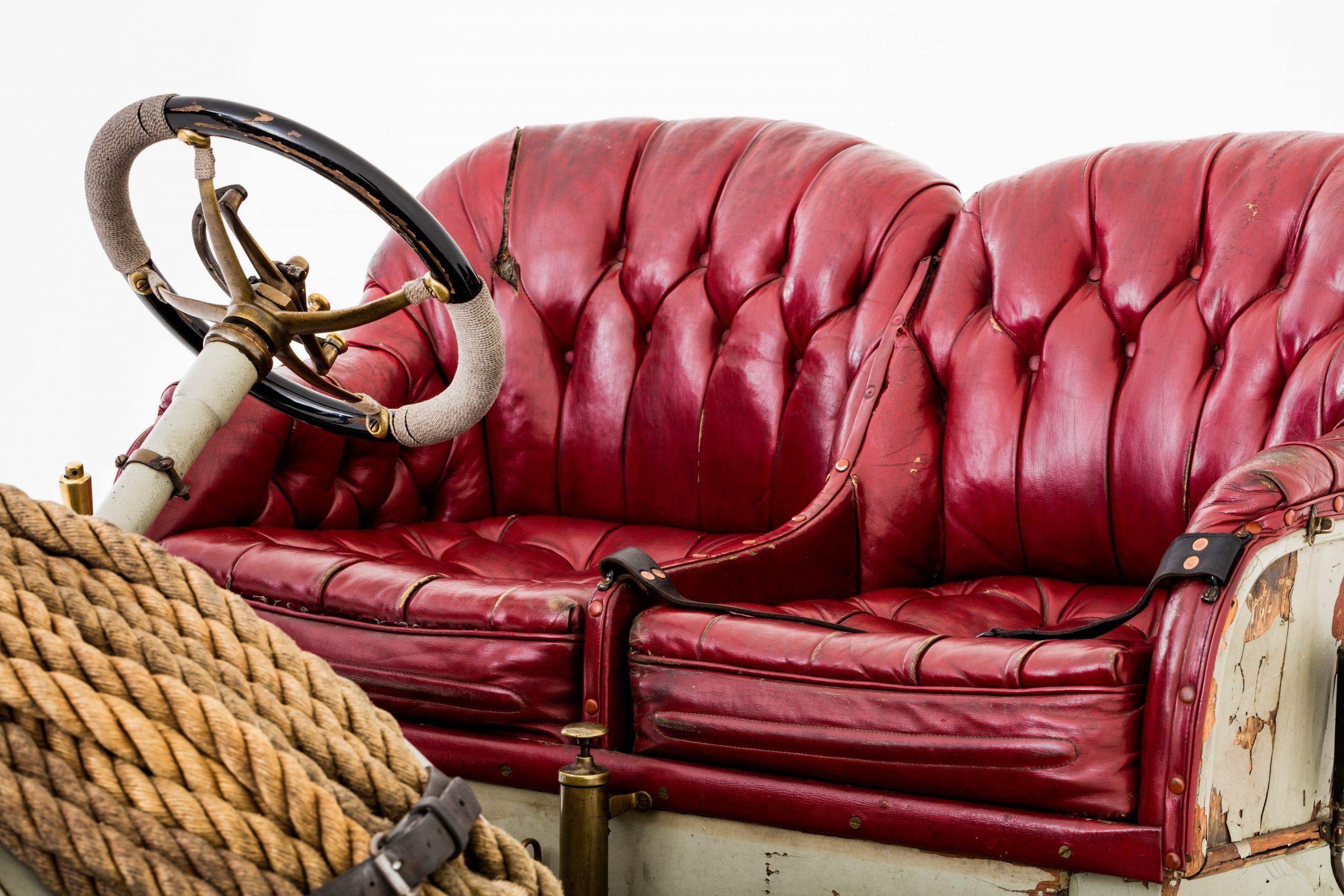 HVA Thomas Flyer - Studio seats