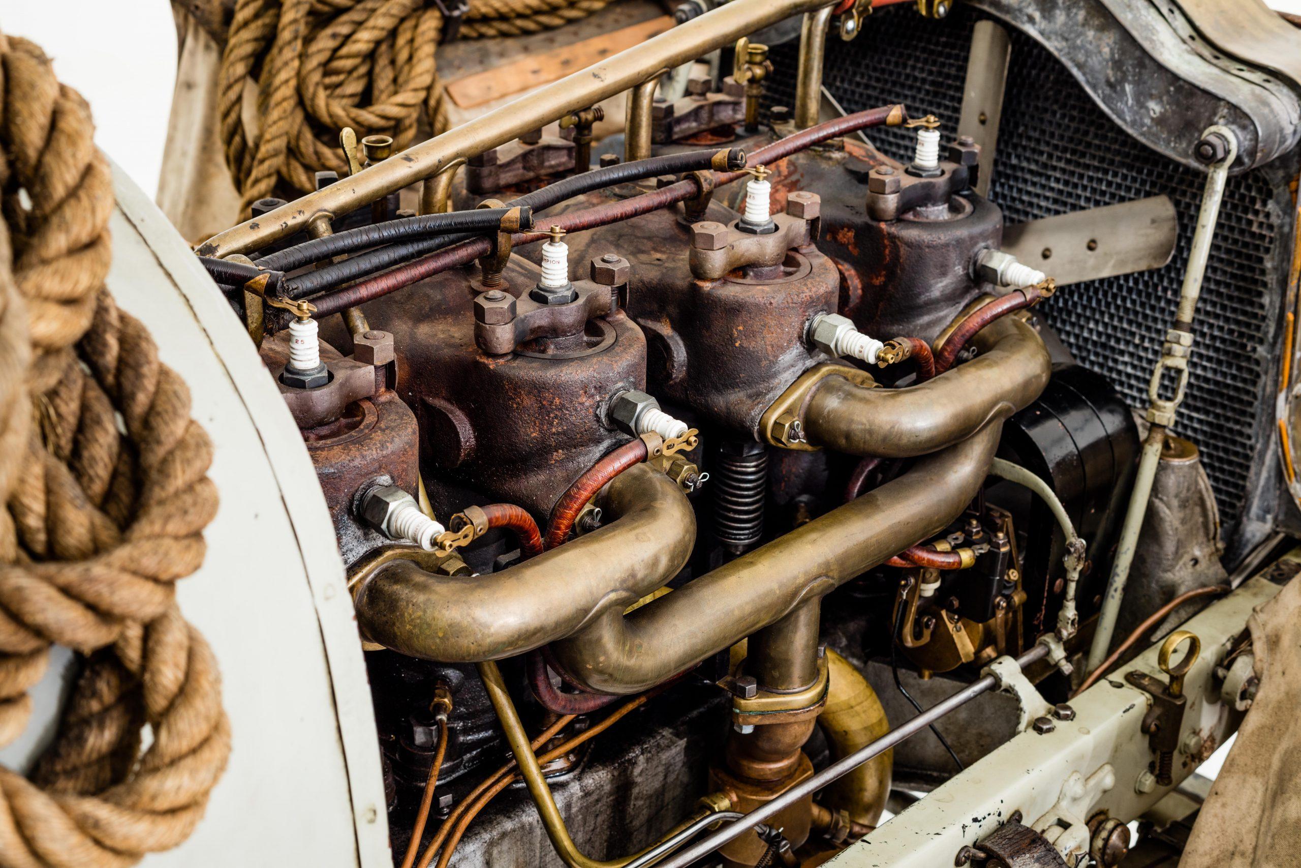HVA Thomas Flyer - closeup engine