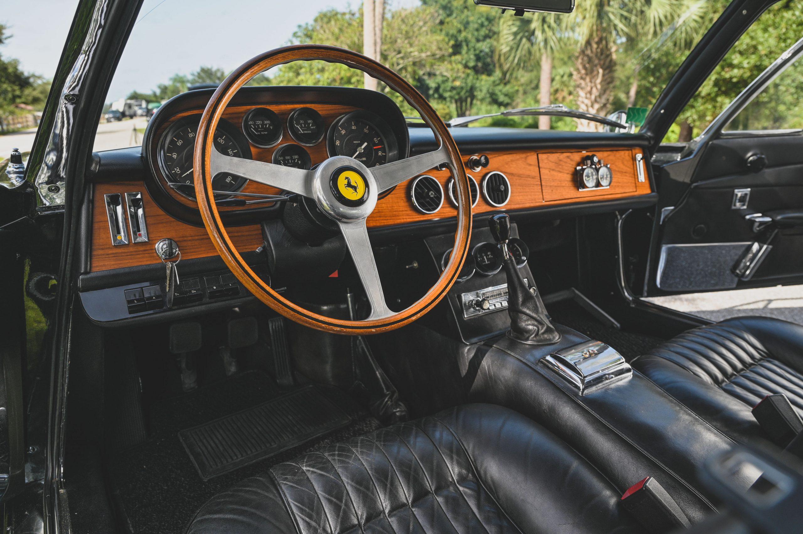 Ferrari 500 Superfast front interior