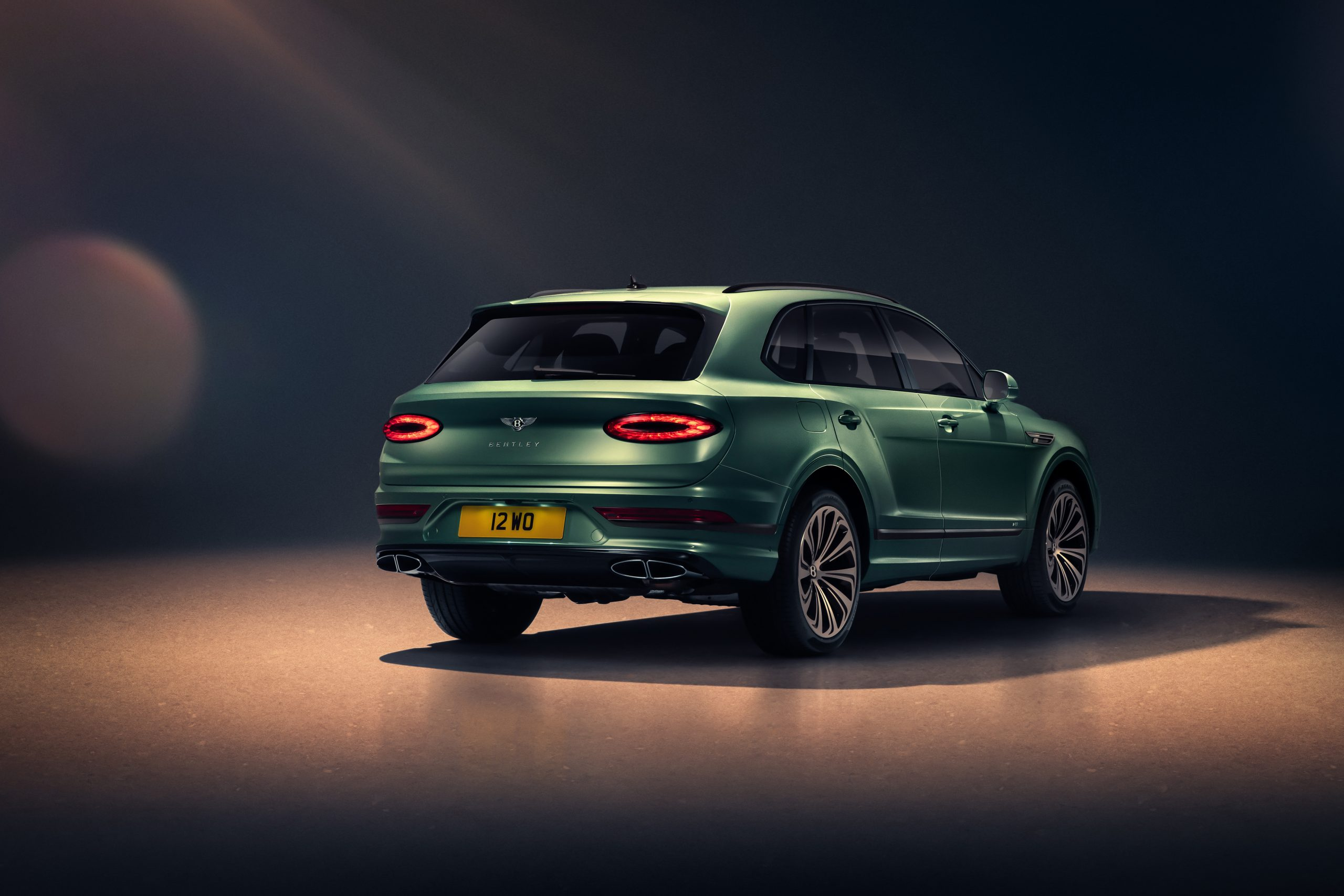 Bentley New Bentayga - Alpine Green - 8