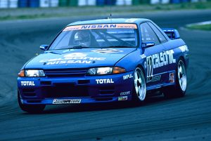 skyline GT-R R32 front three-quarter race action