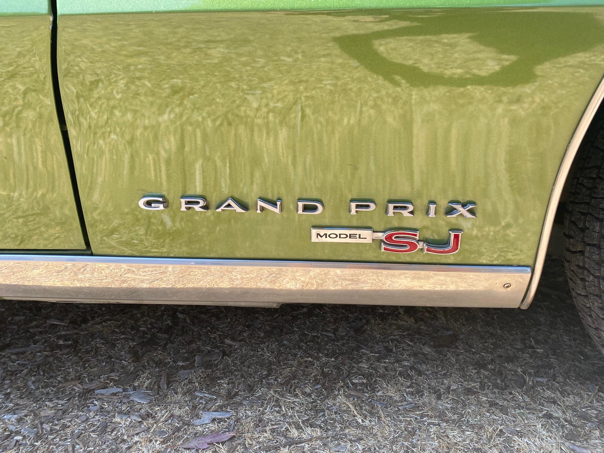 1969 Pontiac Grand Prix SJ logo detail