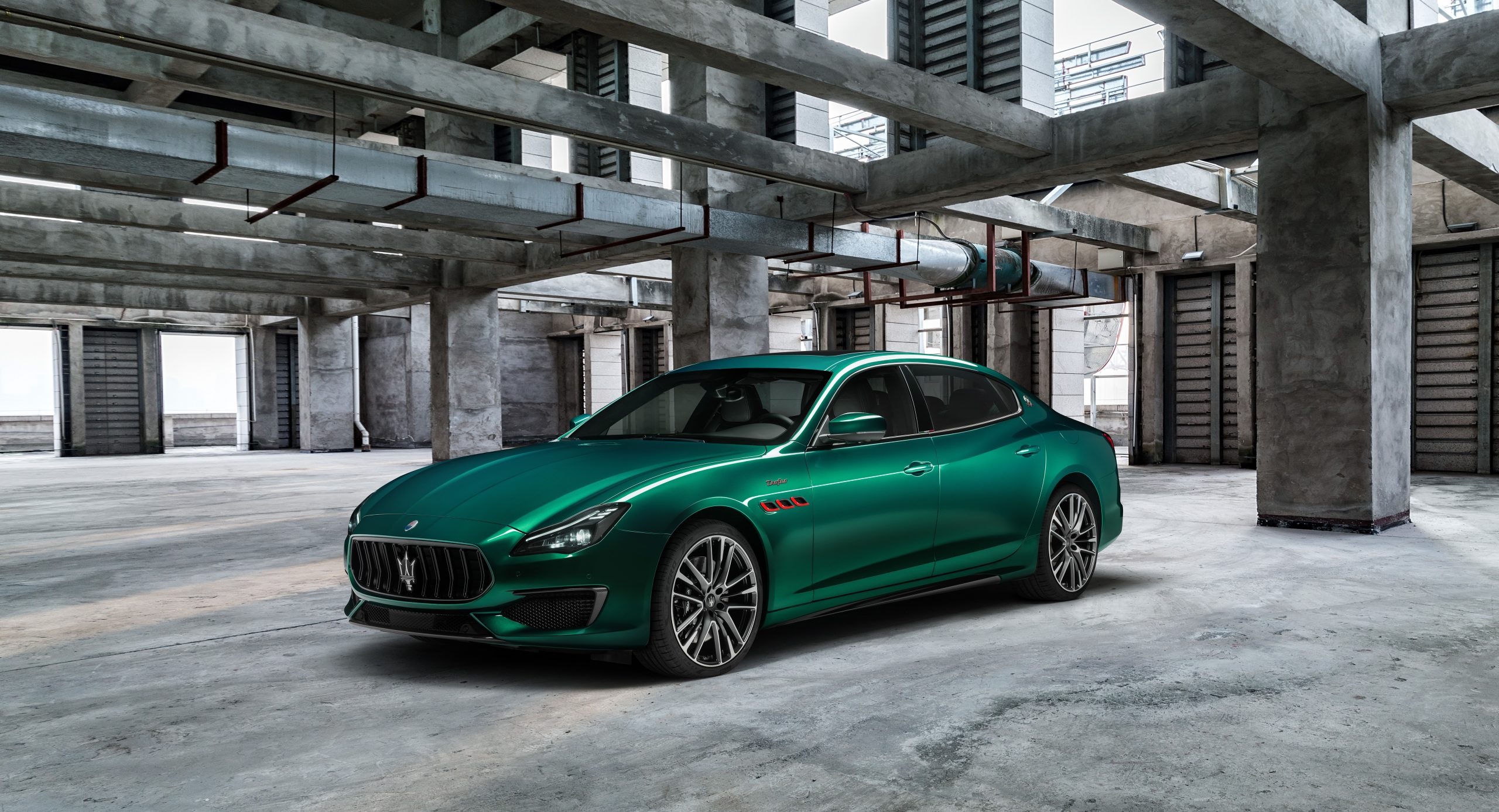 green trofeo quattroporte front three-quarter