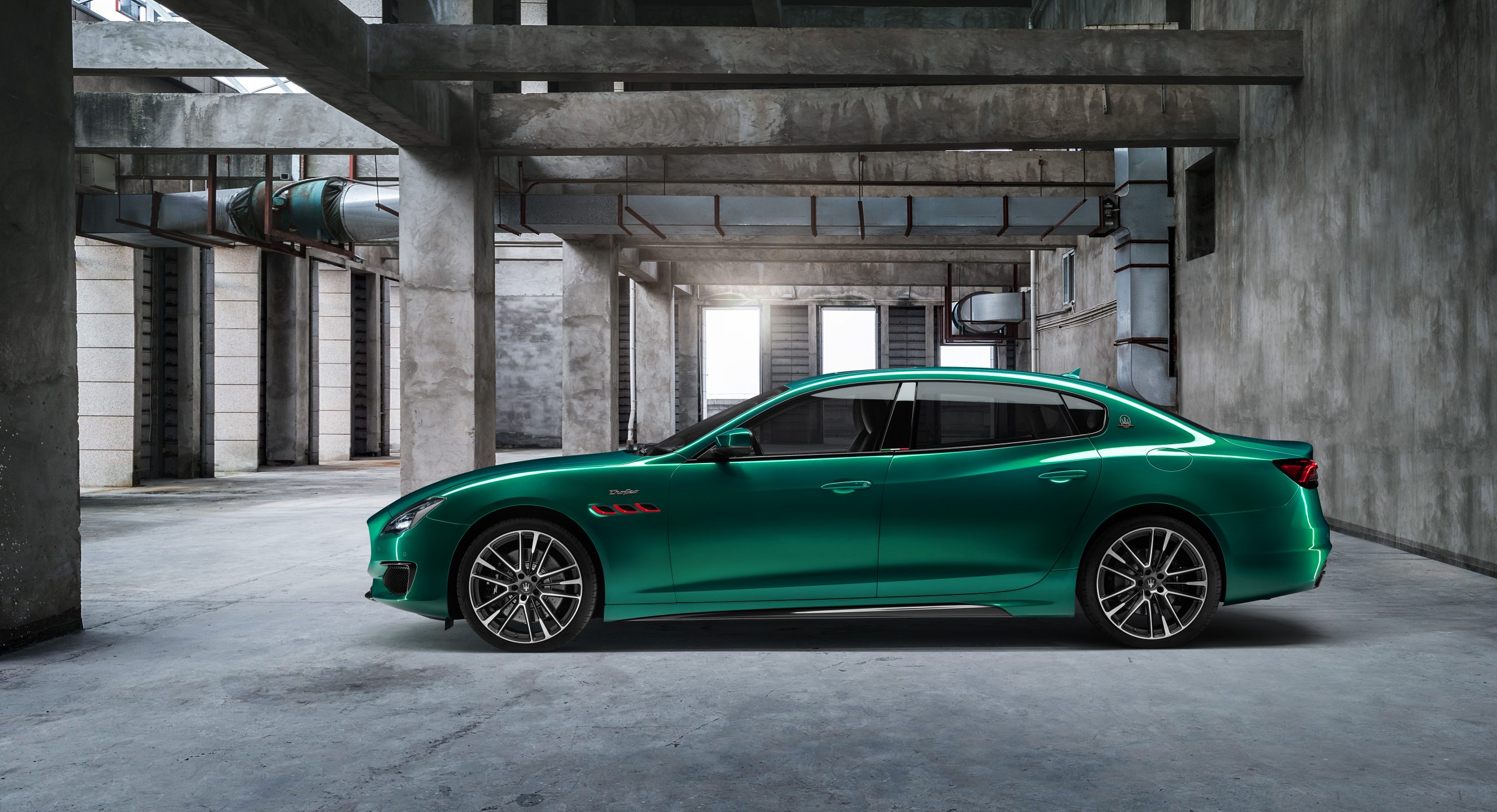 green trofeo quattroporte profile