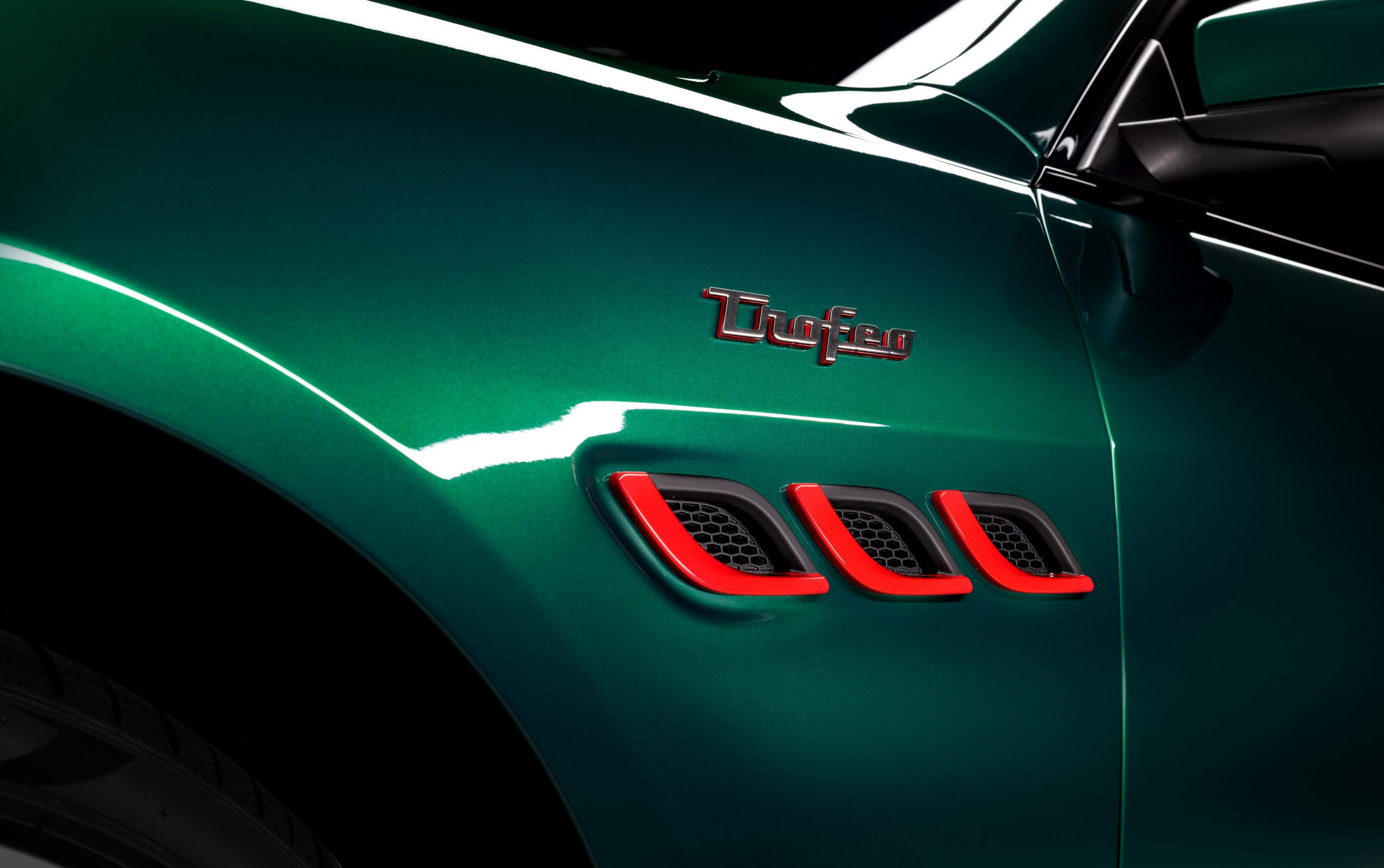 green trofeo quattroporte front quarter panel badging