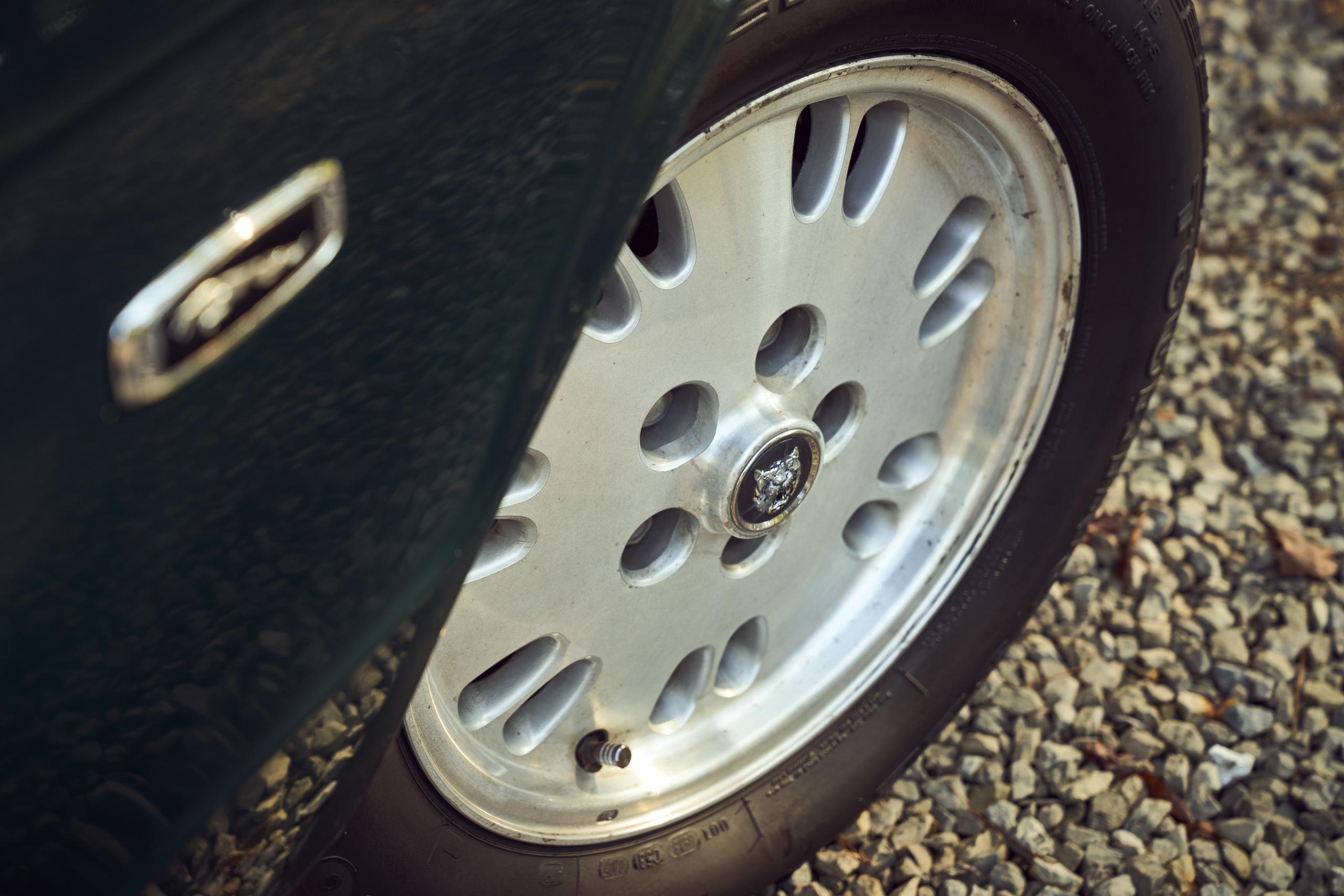 Jaguar XJ6 front wheel