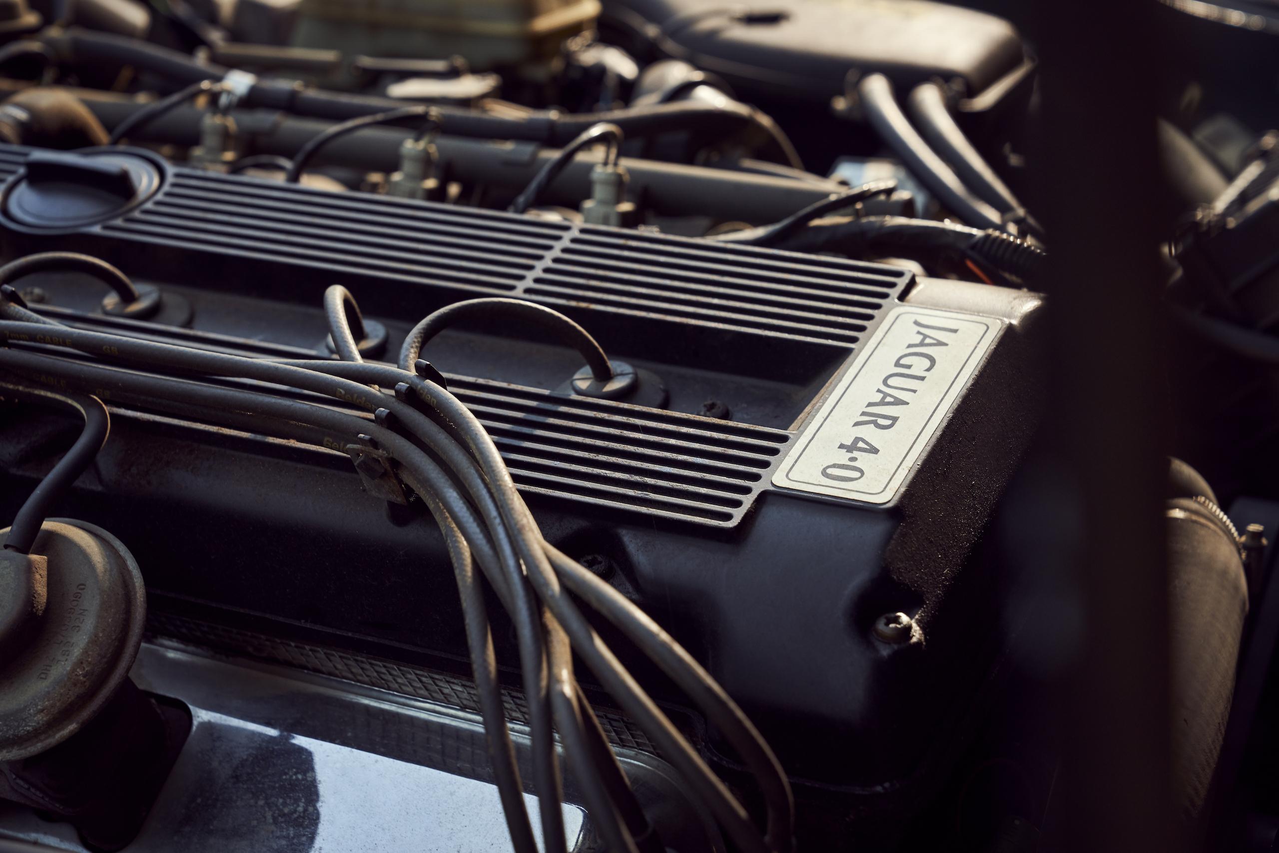 Jaguar XJ6 engine top