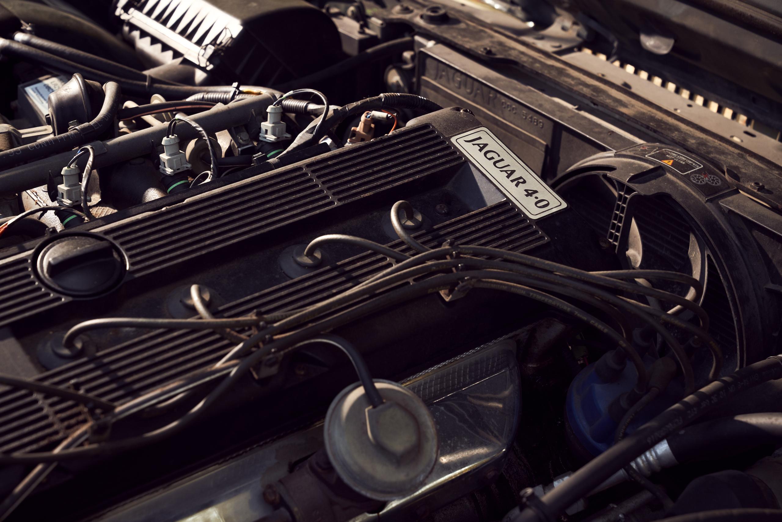 Jaguar XJ6 engine