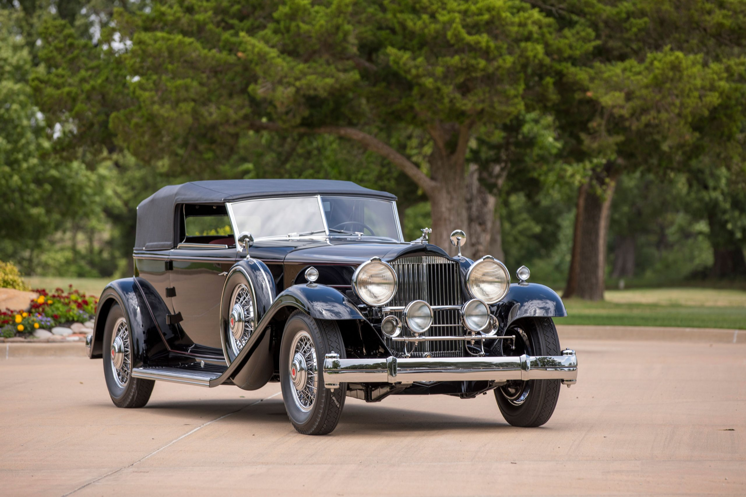 1932-Packard-Deluxe-Eight-Individual-Convertible-Victoria-by-Dietrich front three-quarter