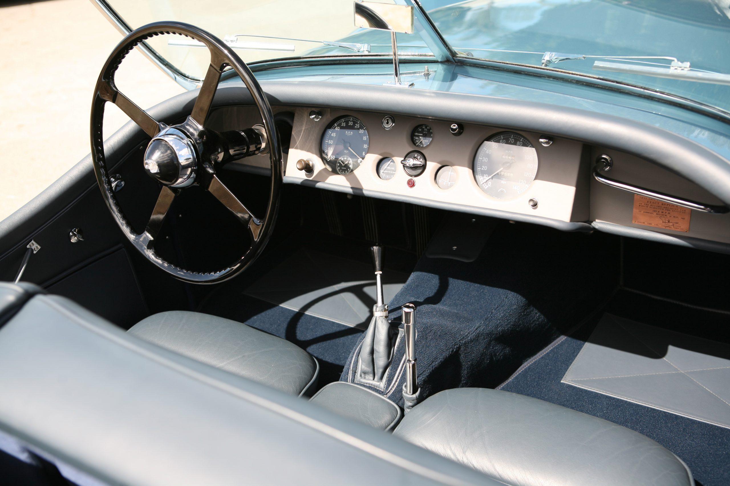 1950-Jaguar-XK120-Roadster interior
