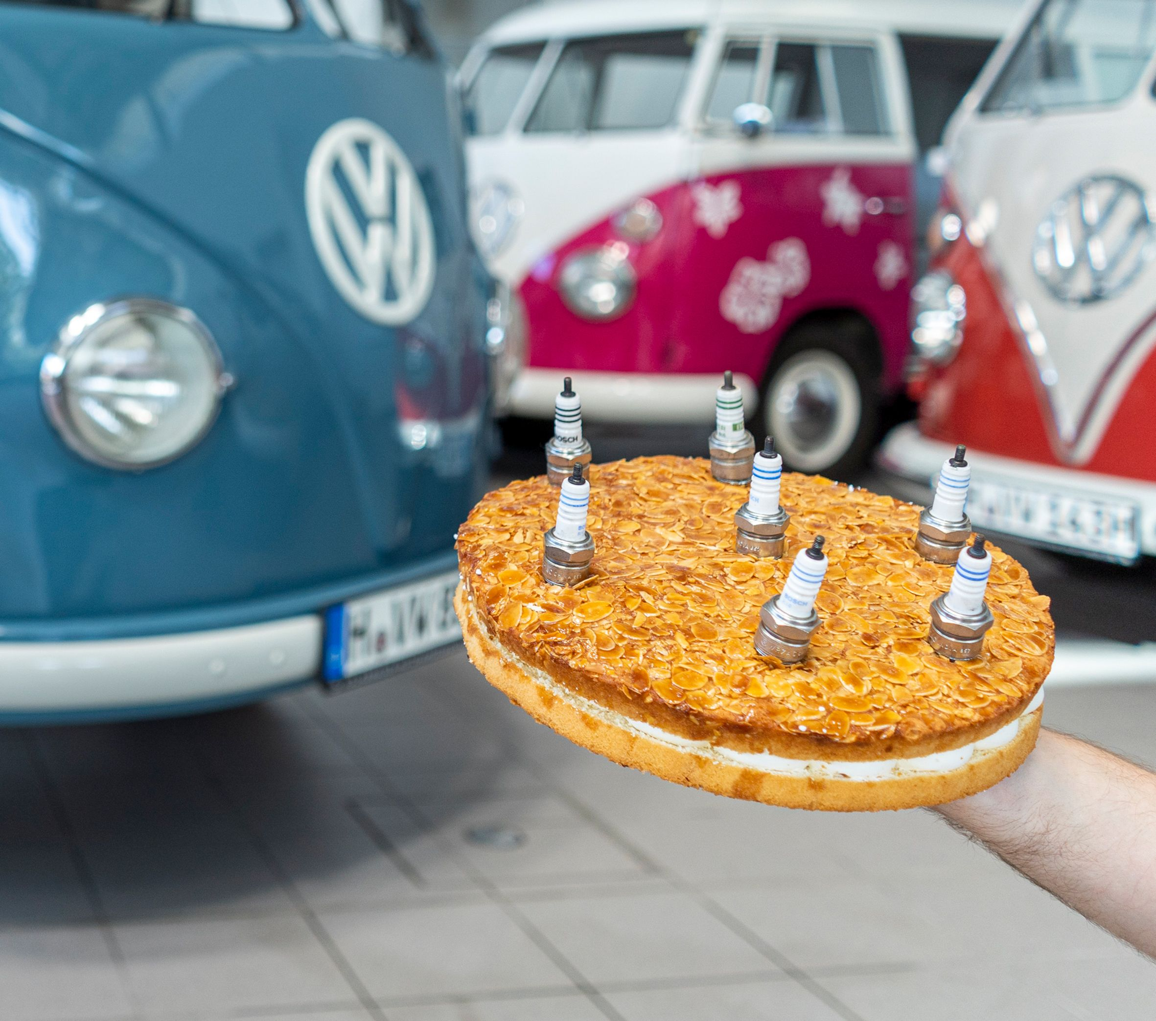 1950 VW T2 - Oldest -70th birthday cake