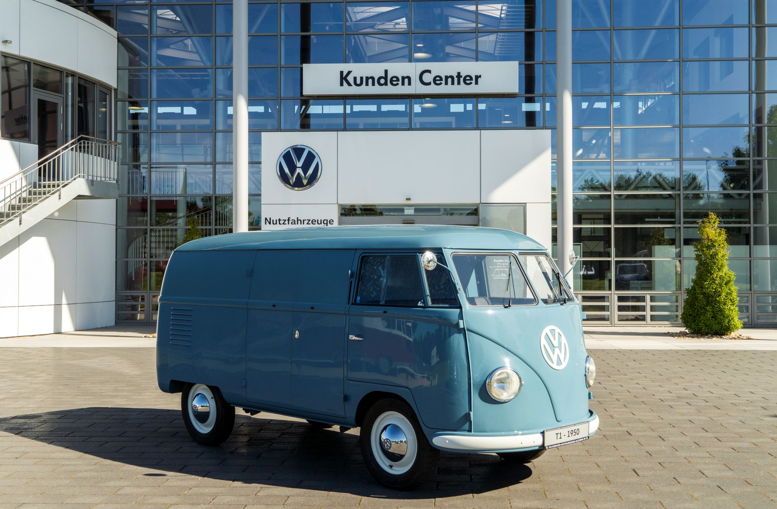 1950 VW T2 - Oldest - Full passenger side Kunden Center