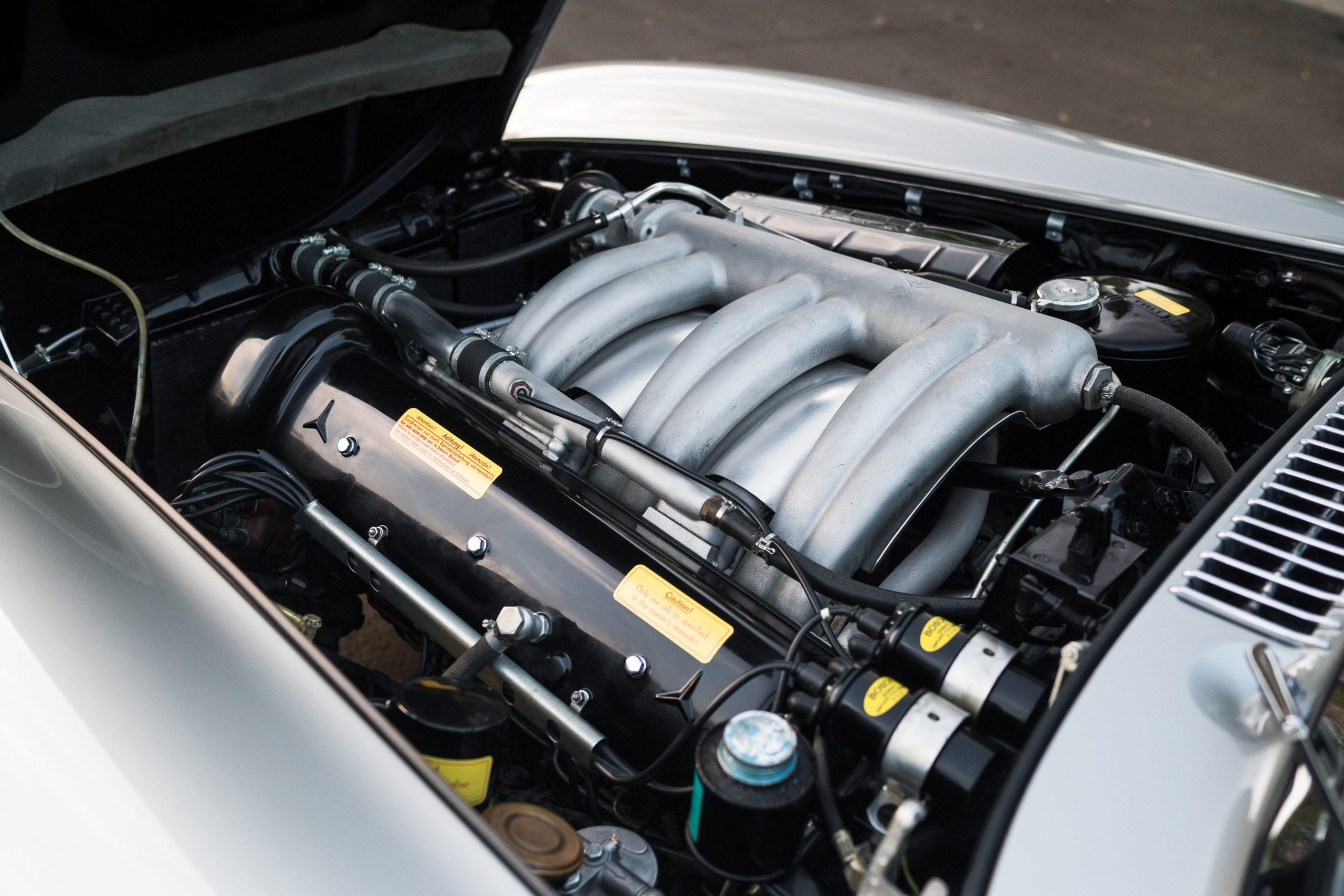 1957-Mercedes-Benz-300-SL-Roadster engine